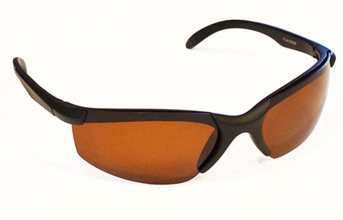 Очки водителя Sun Drive с темными поляризационными линзами. 1700217002Поляризационные очки с темной линзой предназначены для вождения автомобиля в солнечную погоду. Эти очки обеспечат Вам: - защиту от ультрафиолетового излучения на 99,9%; - защиту от бликов, отраженного света; - оптимальную степень затемнения; - высокую контрастность и естественные цвета. Всё это позволяет снизить усталость глаз, а значит концентрация и скорость реакции сохранятся на высоком уровне, что особенно важно в длительной поездке.