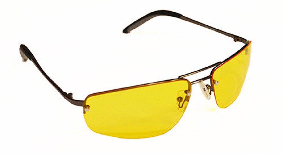 Очки водителя Sun Drive с желтыми поляризационными линзами. 1704417044Очки водителя с желтыми линзами специально разработаны для управлением автомобилем в условиях плохой видимости. Вы будете лучше (контрастнее) видеть в темное время суток, в туман, снег и дождь. Это значительно улучшит безопасность вождения. А поляризация снизит слепящий эффект встречных фар. Разнообразные модели оправ подчеркнут Вашу индивидуальность.