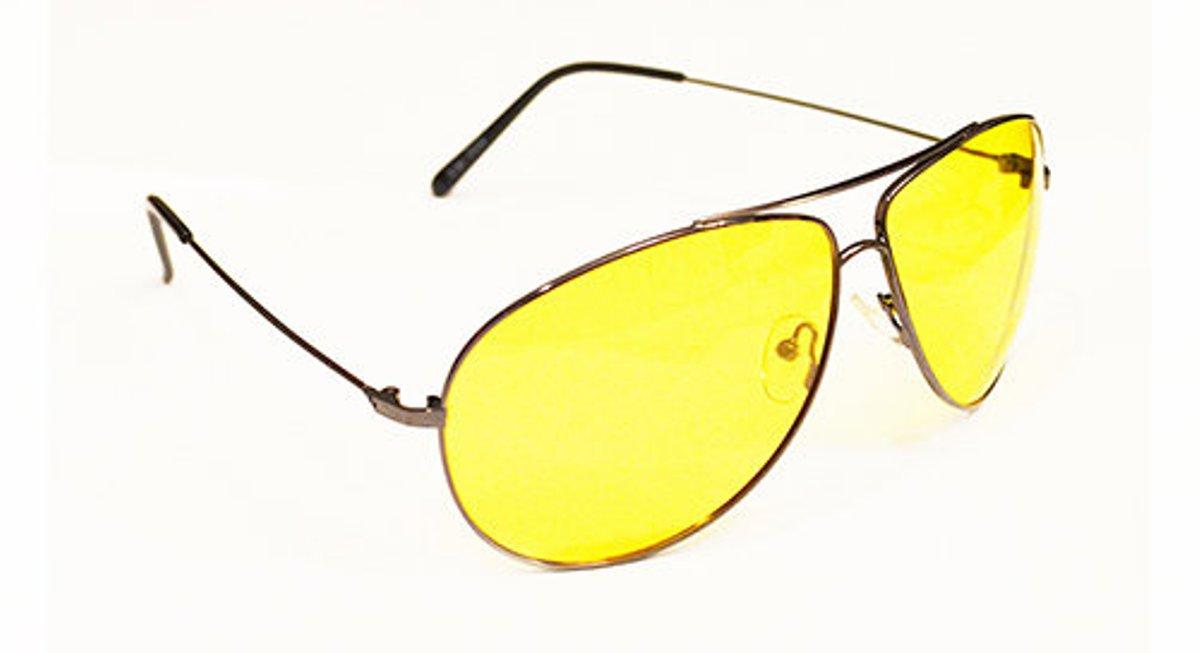 Очки водителя Sun Drive с желтыми поляризационными линзами. 1704517045Очки водителя с желтыми линзами специально разработаны для управлением автомобилем в условиях плохой видимости. Вы будете лучше (контрастнее) видеть в темное время суток, в туман, снег и дождь. Это значительно улучшит безопасность вождения. А поляризация снизит слепящий эффект встречных фар. Разнообразные модели оправ подчеркнут Вашу индивидуальность.