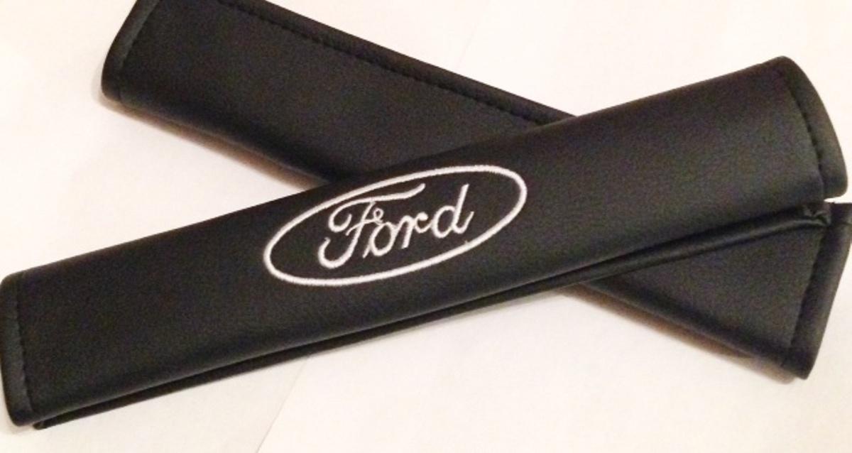 Накладки на ремень безопасности Auto Premium FORD, 2 шт67006Накладка на ремень безопасности легко закрепляется на ремне и решает ряд назойливых проблем: Ремень больше не натрет плечо, благодаря тому,что накладка сделана из мягкой экокожи и не мешает движению ремня. Накладка на ремень позволит защитить Вашу одежду от следов ремня безопасности. В жаркую погоду в местах соприкосновения с ремнем кожа не будет потеть, так как накладка выполнена из дышащего материала.