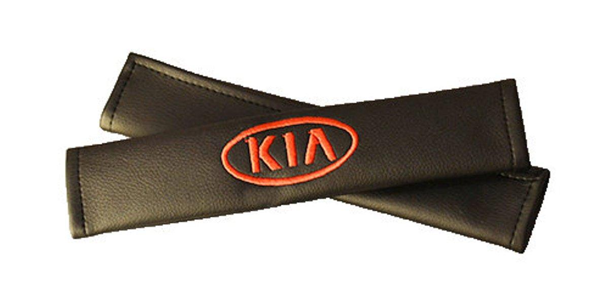 Накладки на ремень безопасности Auto Premium KIA, 2 шт67015Накладка на ремень безопасности легко закрепляется на ремне и решает ряд назойливых проблем: Ремень больше не натрет плечо, благодаря тому,что накладка сделана из мягкой экокожи и не мешает движению ремня. Накладка на ремень позволит защитить Вашу одежду от следов ремня безопасности. В жаркую погоду в местах соприкосновения с ремнем кожа не будет потеть, так как накладка выполнена из дышащего материала.
