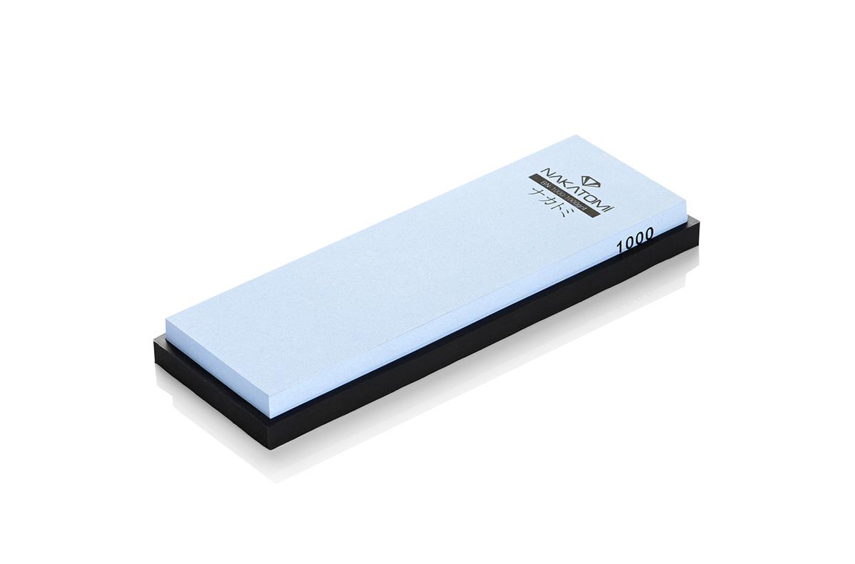 Камень точильный Nakatomi водный однослойный #1000 . BN-1000BN-1000Предназначен для правки и полировки режущей кромки кухонных ножей. Внимательно ознакомьтесь с инструкцией по эксплуатации! В комплектацию входит резиновая платформа (против скольжения). Водный однослойный #1000