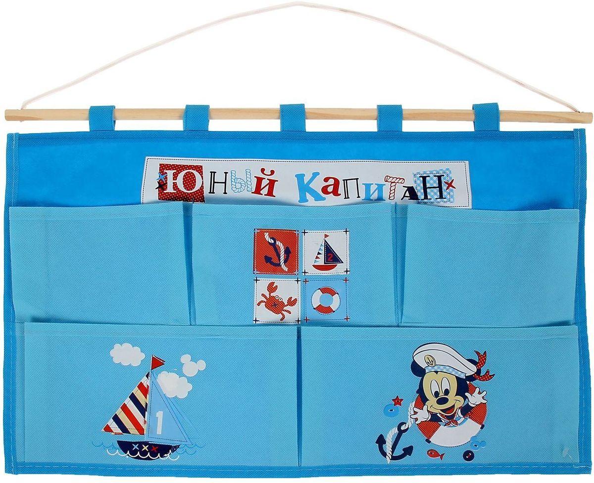 Disney Кармашки настенные на 5 отделений Юный капитан Микки Маус1162113Порядок с любимыми героями Disney. Украсьте комнату ребёнка стильным и полезным аксессуаром. Настенные кармашки организуют вещи малышки и помогут содержать комнату в чистоте и порядке. Положите туда игрушки или одежду, и детская преобразится! Кармашки даже можно использовать в ванной комнате. Набор из нетканого материала спанбонд крепится на деревянную палочку, а вся конструкция подвешивается за верёвку. Яркие рисунки с любимыми персонажами нанесены по термотрансферной технологии. Изделие упаковано в прозрачный пакет, к которому прилагается небольшой шильд с героем Disney, где можно написать тёплые слова и пожелания для адресата. Соберите коллекцию аксессуаров с любимыми героями!
