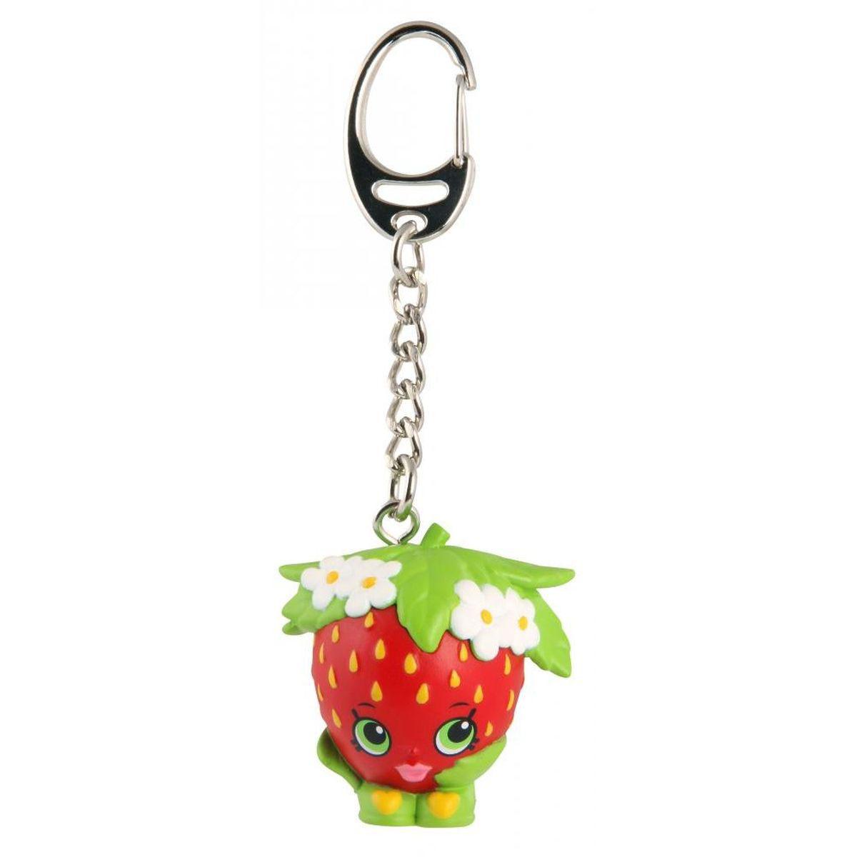 Shopkins Брелок Strawberry Kiss93308/ast93300Компания Shopkins специально для маленьких модниц выпустила невероятно красивые брелоки! Спешите порадовать свою принцессу таким подарком. В данной серии предоставлены брелочки в виде губной помады, башмака, клубнички, пончика, печенья и коробки с попкорном. Брелок Shopkins Strawberry Kiss ярко-красного цвета с желтыми крапинками, выполнен в виде фигурки с зелеными глазами. Стоит клубничка на зеленых башмачках, украшенных желтыми сердечками. Голова покрыта зеленым листиком с цветочками. На такой брелок девочке будет приятно повесить свои ключи, также его можно просто повесить на рюкзак и он будет радовать ее своим видом. Производитель заботится о своей продукции, поэтому брелок выполнен из безопасного для детей материала.