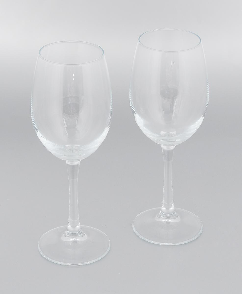 Набор бокалов Pasabahce Classique, 445 мл, 2 шт440152BНабор Pasabahce Classique состоит из двух бокалов, выполненных из прочного натрий-кальций-силикатного стекла. Изделия оснащены изящными ножками и предназначены для подачи вина. Бокалы сочетают в себе элегантный дизайн и функциональность. Благодаря такому набору пить напитки будет еще вкуснее. Набор бокалов Pasabahce Classique прекрасно оформит праздничный стол и создаст приятную атмосферу за ужином. Такой набор также станет хорошим подарком к любому случаю. Можно мыть в посудомоечной машине, а также использовать в холодильнике. Диаметр бокала (по верхнему краю): 6 см. Высота бокала: 22 см.