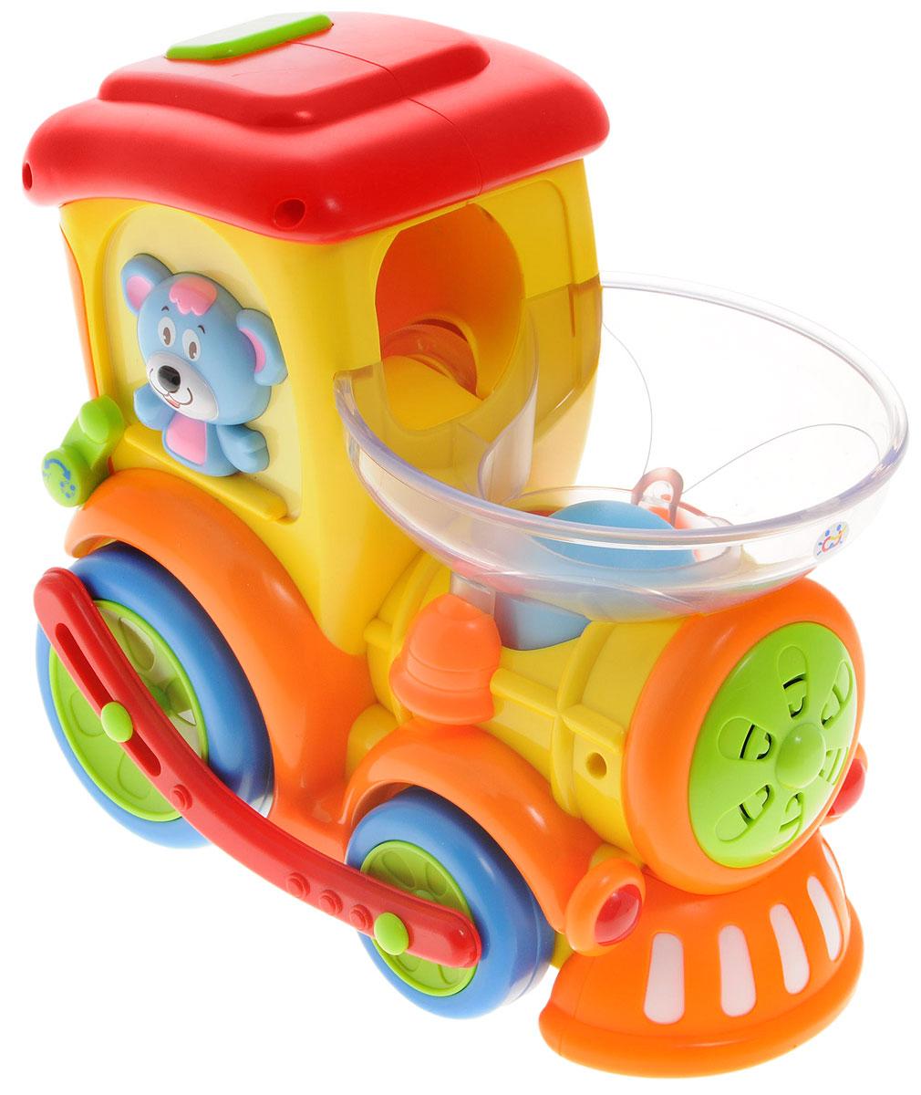 Huile Toys Развивающая игрушка Поезд с шарами958Развивающая игрушка Huile Toys Поезд с шарами - это многофункциональная игрушка со звуковыми и световыми эффектами. Ребенку понравится догонять шустрый поезд, кидая разноцветные шарики в трубу. Во время движения паровозик мигает огоньками и поет веселые песни. При столкновении с препятствиями поезд произвольно меняет направление движения. Во время игры, ребенок бросив шарики начинает учиться считать, а также игра поможет улучшить моторику рук. Ребенок сможет научиться различать цвета. Самое главное у ребенка будет прекрасное настроение во время игры с поездом. Необходимо купить 4 батарейки напряжением 1,5V типа АА (не входят в комплект).