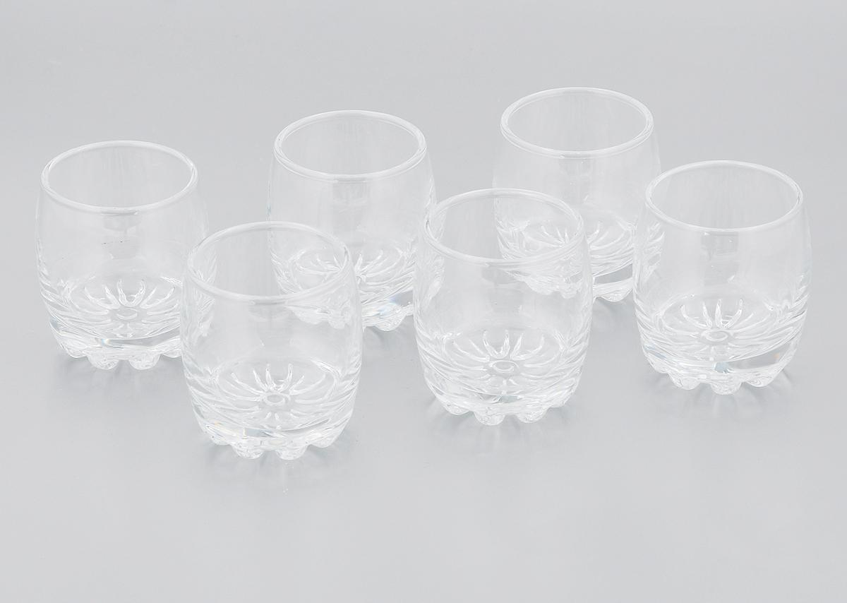 Набор стопок Pasabahce Sylvana, 80 мл, 6 шт. 42244B42244BНабор Pasabahce Sylvana состоит из шести стопок, выполненных из прочного натрий-кальций-силикатного стекла. Изделия имеют утолщенное дно. Набор предназначен для подачи водки. Стопки сочетают в себе элегантный дизайн и функциональность. Благодаря такому набору пить напитки будет еще вкуснее. Набор стопок Pasabahce Sylvana прекрасно оформит праздничный стол и создаст приятную атмосферу за ужином. Такой набор также станет хорошим подарком к любому случаю. Можно мыть в посудомоечной машине. Диаметр стопки (по верхнему краю): 4,5 см. Высота стопки: 6 см.