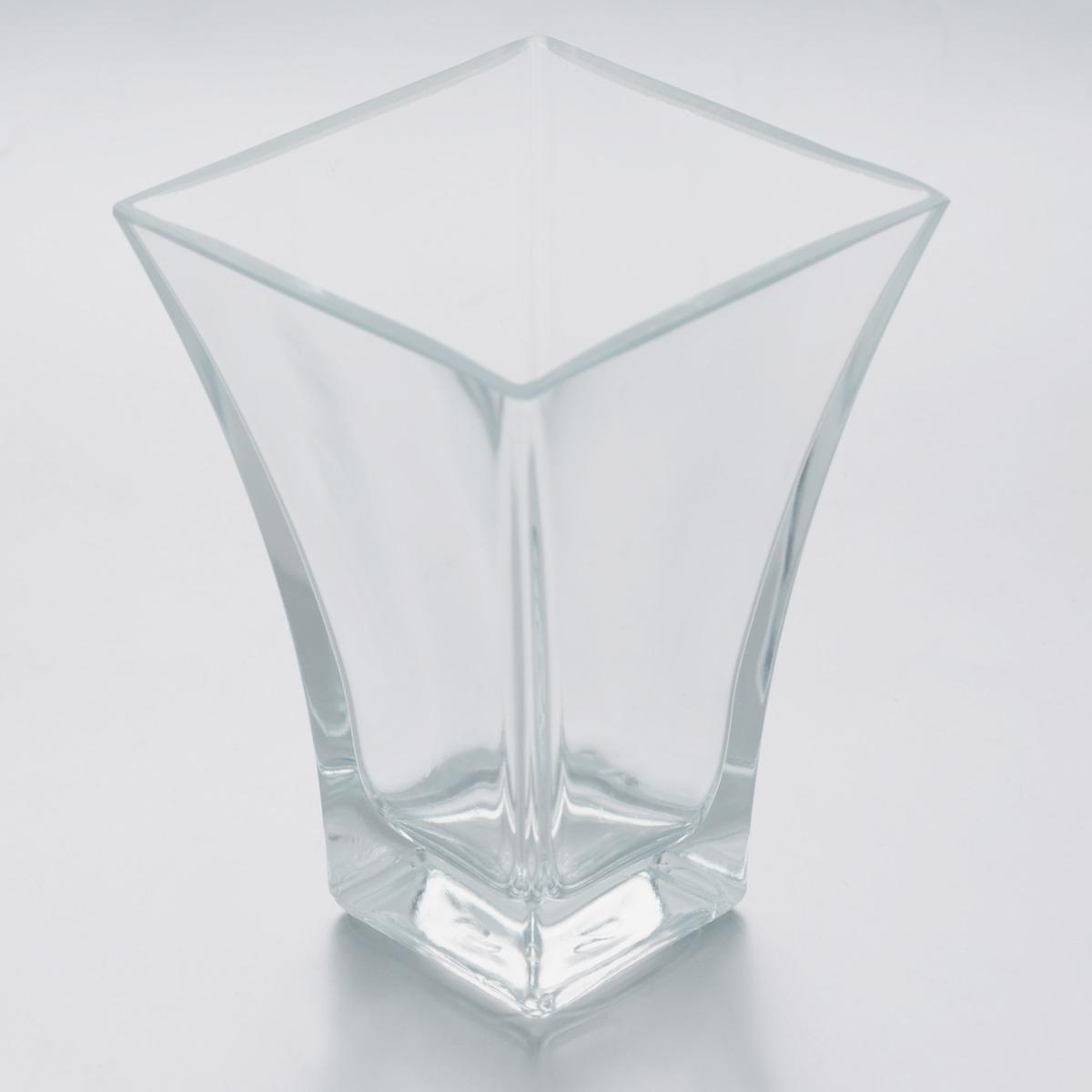 Ваза Pasabahce Botanica, высота 14 см. 80147B80147BВаза Pasabahce Botanica, выполненная из натрий-кальций- силикатного стекла, сочетает в себе изысканный дизайн с максимальной функциональностью. Такая ваза подойдет для декора интерьера. Кроме того - это отличный вариант подарка для ваших близких и друзей Можно мыть в посудомоечной машине. Размер вазы по верхнему краю: 9,5 х 9,5 см. Высота: 14 см.