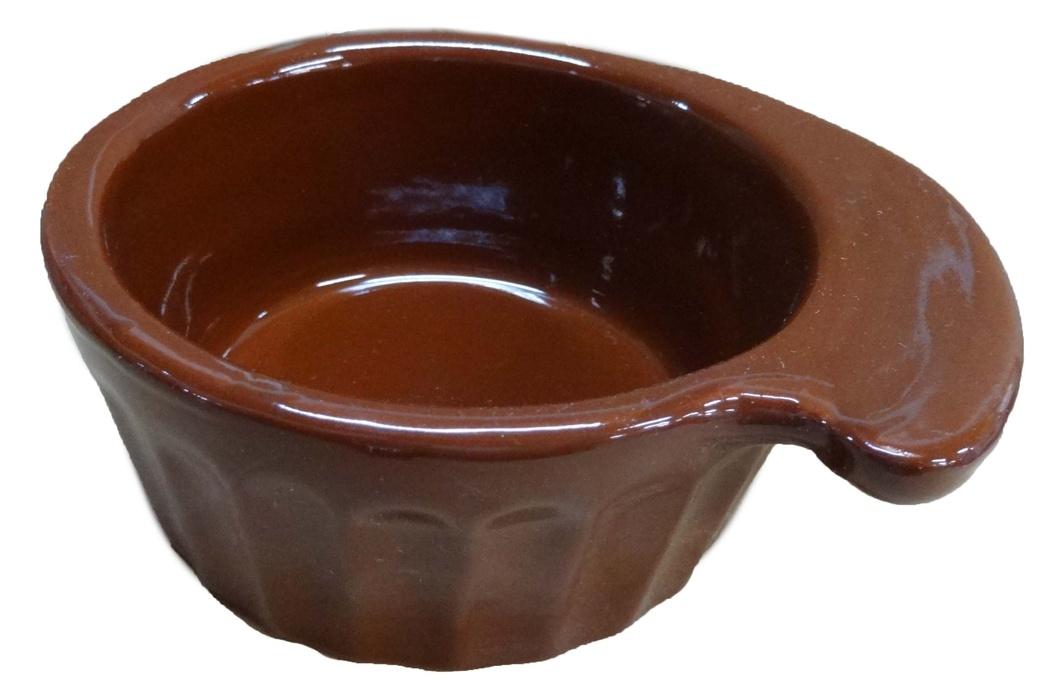Кокотница Борисовская керамика Ностальгия, 0,2 л. ОБЧ14457902ОБЧ14457902Граненая форма кокотницы Борисовская керамика Ностальгия никого не оставляет равнодушным. Она выполнена из высококачественной керамики. В кокотнице можно удобно запекать кексы, делать жульены. Она отлично подойдет для сервировки стола и подачи блюд. Кокотницу можно использовать как порционно, так и для подачи приправ, острых соусов и другого. Подходит для использования в микроволновой печи и духовке. Ширина: 12 см. Высота: 4,5 см.