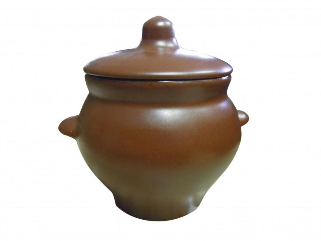 Горшок для жаркого Борисовская керамика Шелк, с ручками, 0,5 лШЛК00000341Горшок для жаркого Борисовская керамика Шелк выполнен из высококачественной керамики. Внешняя поверхность гладкая, на ощупь напоминающая шелк. Керамика абсолютно безопасна, поэтому изделие придется по вкусу любителям здоровой и полезной пищи. Горшок для запекания с крышкой очень вместителен и имеет удобную форму. Идеально подходит для одной порции. Уникальные свойства красной глины и толстые стенки изделия обеспечивают эффект русской печи при приготовлении блюд. Это значит, что еда будет очень вкусной, сочной и здоровой. Посуда жаропрочная. Можно использовать в духовке и микроволновой печи. Диаметр горшочка: 10,5 см. Высота: 10 см.