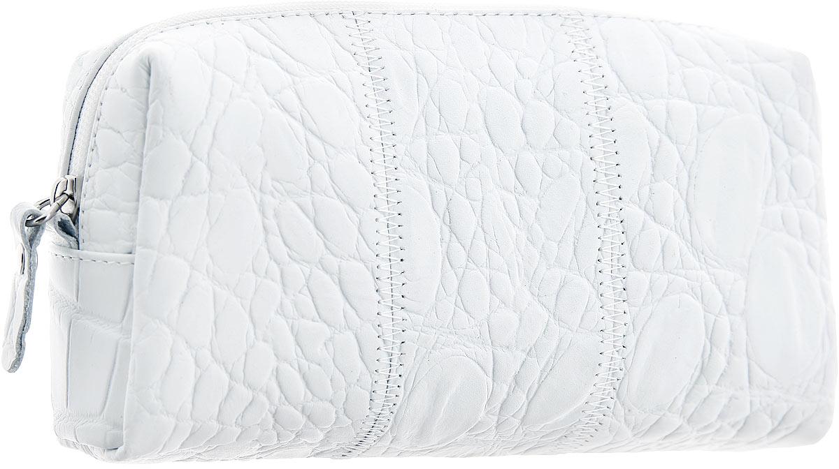 Косметичка Esse Estella Blanc, цвет: белый. GEST00-00ML00-FF903O-K100GEST00-00ML00-FF903O-K100Компактная косметичка Esse Estella Blanc выполнена из натуральной кожи с фактурным тиснением под кожу рептилии. Изделие содержит одно вместительное отделение, которое закрывается на застежку-молнию. Женская косметичка - это стильный и полезный аксессуар для любой современной модницы. В косметичке поместится вся необходимая косметика, а благодаря компактным размерам ее всегда можно носить с собой в сумочке.