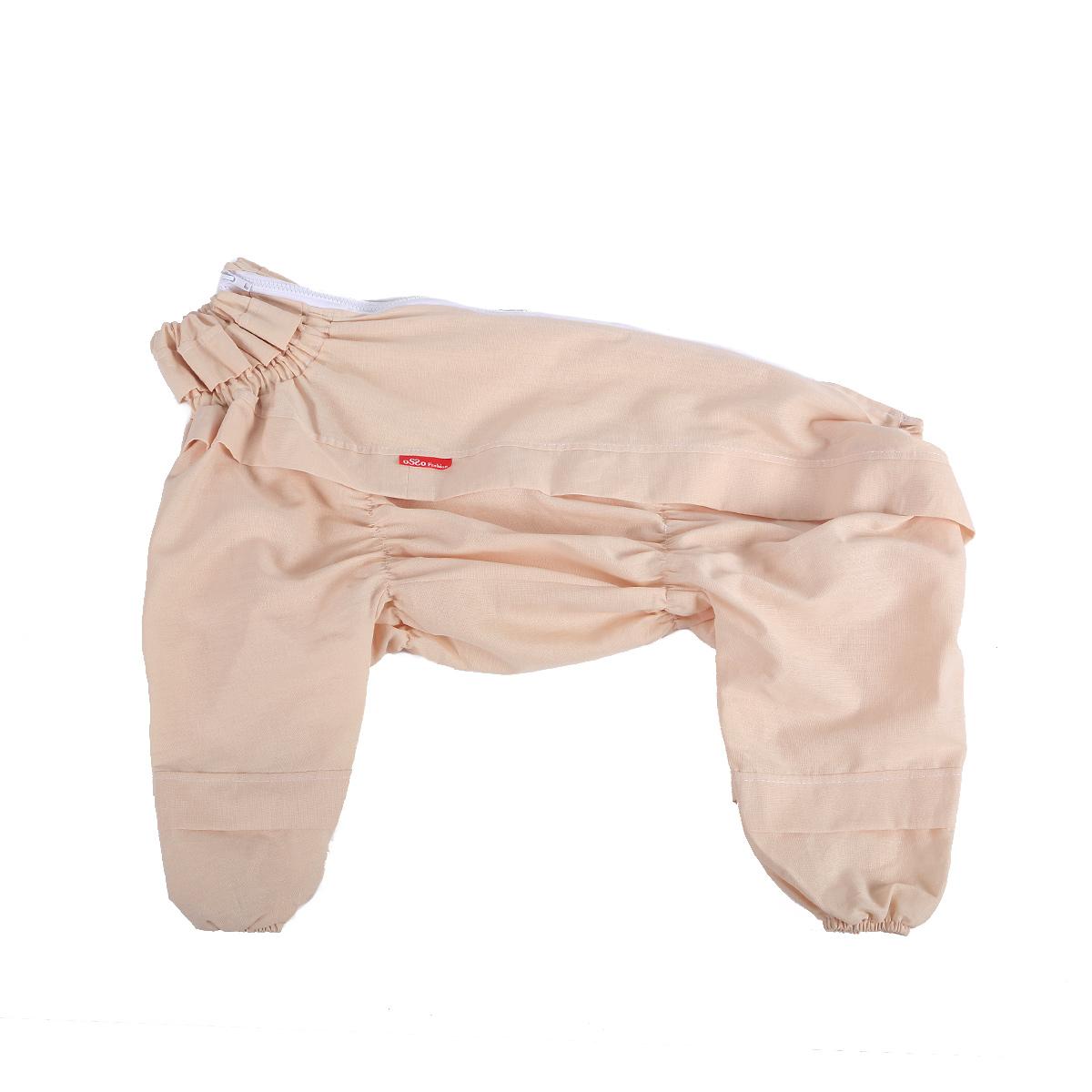 Комбинезон для собак OSSO Fashion, от клещей, для мальчика, цвет: бежевый. Размер 25Кк-1016Комбинезон для собак OSSO Fashion изготовлен из 100% хлопка, имеет светлую расцветку, на которой сразу будут заметны кровососущие насекомые. Комбинезон предназначен для защиты собак во время прогулок по парку и лесу. Разработан с учетом особенностей поведения клещей. На комбинезоне имеются складки-ловушки на груди, на штанинах, на боках комбинезона и на шее, которые преграждают движение насекомого вверх. Комбинезон очень легкий и удобный. Низ штанин на резинке, на спине застегивается на молнию. Длина спинки: 25 см. Объем груди: 30-42 см.