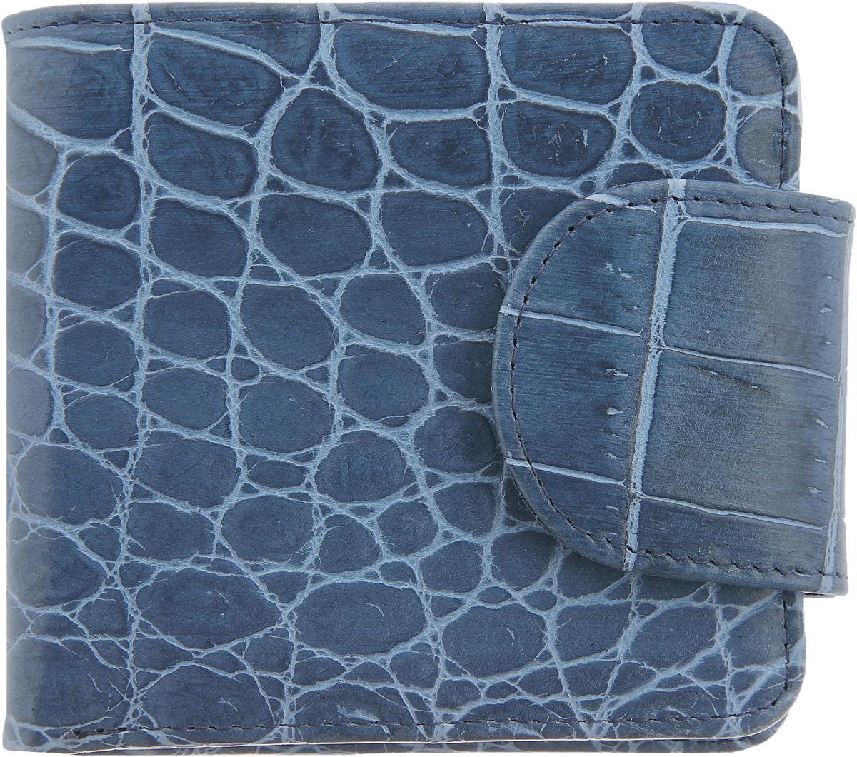 Кошелек женский Esse Дора Elite, цвет: синий. GDOR00-00KN00-FG108S-K100GDOR00-00KN00-FG108S-K100Стильный женский кошелек Esse Дора Elite изготовлен из натуральной высококачественной кожи и оформлен тиснением под крокодила. Кошелек выполнен в два сложения и закрывается на широкий хлястик с кнопкой. Модель содержит три отделения для купюр, одно из которых закрывается на молнию, два потайных кармашка, четыре кармана для кредитных карт или визиток, а также отделение для мелочи с клапаном на кнопке. Кошелек - это удобный и функциональный аксессуар, необходимый любому активному человеку для хранения денежных купюр, визиток, пластиковых карт и небольших документов. Он не только практичен в использовании, но также позволит вам подчеркнуть свою индивидуальность. Кошелек упакован в фирменную картонную коробку с логотипом бренда.