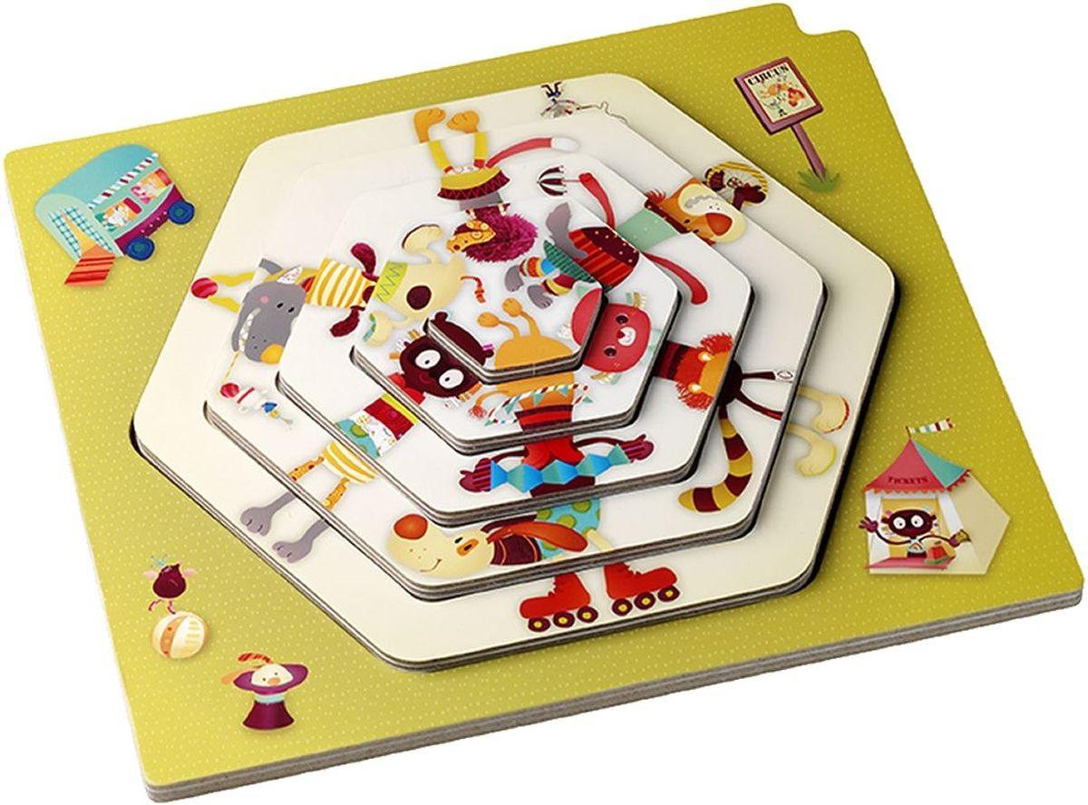 Lilliputiens Пазл для малышей Цирковое представление86430Пазл для малышей Lilliputiens Цирковое представление представляет собой арену, слагаемую из нескольких палаток. Вы можете собирать палатки одну в другую и узнавать много нового о сказочном и удивительном цирке. Стоит положить один пазл и перед вами возникают воздушные гимнасты, которые усердно и бесстрашно выполняют самые искусные трюки. Только вы берете другой пазл и помещаете его на цирковую арену, как начинают прыгать канатоходцы и акробаты, на третьем пазле можно увидеть самых невообразимых животных и их тренеров. Играя с набором, вы будете в восторге от скакунов, галопирующих по кругу, а если захотите, то перед вами будет происходить настоящее шоу со всеми участниками цирка.