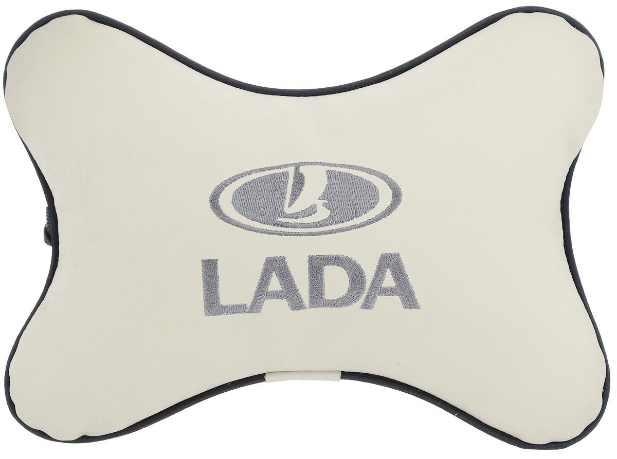 Подушка автомобильная Autoparts Lada, на подголовник, цвет: бежевый, серый, 30 х 20 смМ12Автомобильная подушка Autoparts Lada, выполненная из эко-кожи с мягким наполнителем из холлофайбера, снимает усталость с шейных мышц, обеспечивает правильное положение головы и амортизирует нагрузки на шейные позвонки при резком маневрировании. Ее можно зафиксировать на подголовнике с помощью регулируемого по длине ремня. На изделии имеется молния, с помощью которой вы с легкостью сможете поменять наполнитель. Если ваши пассажиры захотят вздремнуть, то подушка под голову окажется очень кстати и поможет расслабиться.