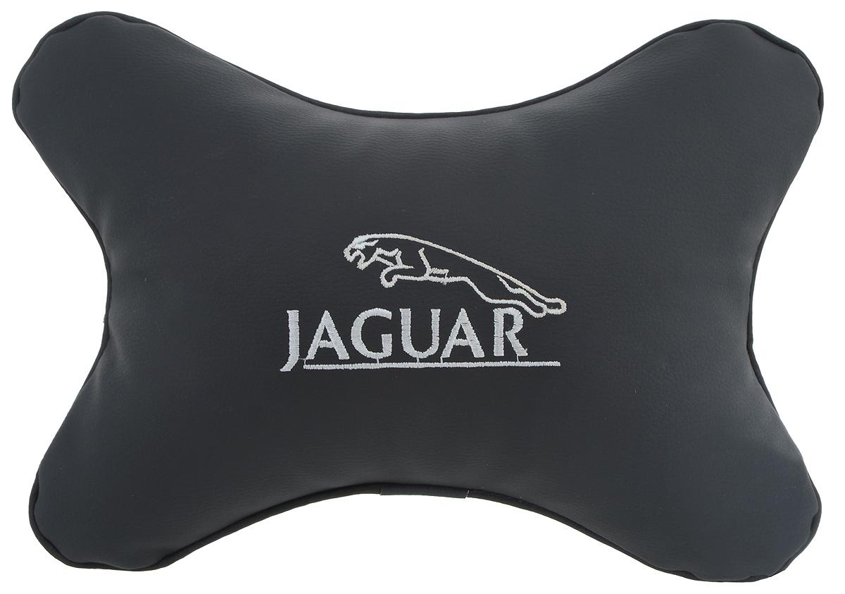Подушка автомобильная Autoparts Jaguar, на подголовник, цвет: черный, белый, 30 х 20 смМ33Автомобильная подушка Autoparts Jaguar, выполненная из эко-кожи с мягким наполнителем из холлофайбера, снимает усталость с шейных мышц, обеспечивает правильное положение головы и амортизирует нагрузки на шейные позвонки при резком маневрировании. Ее можно зафиксировать на подголовнике с помощью регулируемого по длине ремня. На изделии имеется молния, с помощью которой вы с легкостью сможете поменять наполнитель. Если ваши пассажиры захотят вздремнуть, то подушка под голову окажется очень кстати и поможет расслабиться.
