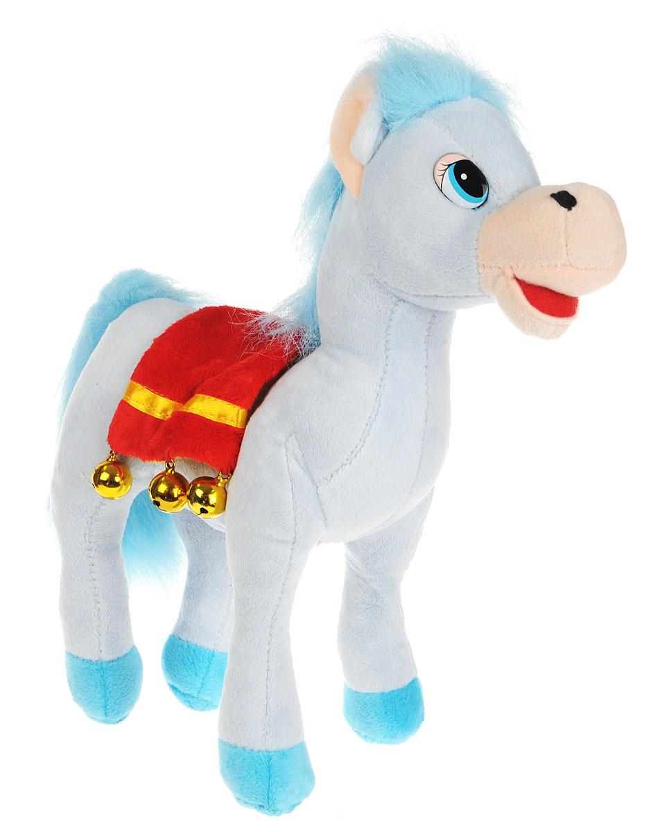 Мульти-Пульти Мягкая озвученная игрушка Лошадка цвет голубой 30 смF9-W1224_голубойМягкая озвученная игрушка Мульти-Пульти Лошадка вызовет улыбку у каждого, кто ее увидит! Она выполнена в виде забавной лошадки с густой гривой и большим хвостом, украшенной седлом с колокольчиками. Туловище игрушки - мягконабивное, глазки - пластиковые. Если нажать игрушке на животик, лошадка будет рассказывать стихи. Игрушка подарит своему обладателю хорошее настроение! Лошадка помогает малышу познавать окружающий мир через тактильные ощущения, знакомит его с животным миром планеты, формирует цветовосприятие и способствуют концентрации внимания. Для работы игрушки необходимы 3 батарейки типа AG13 (LR44) (товар комплектуется демонстрационными).