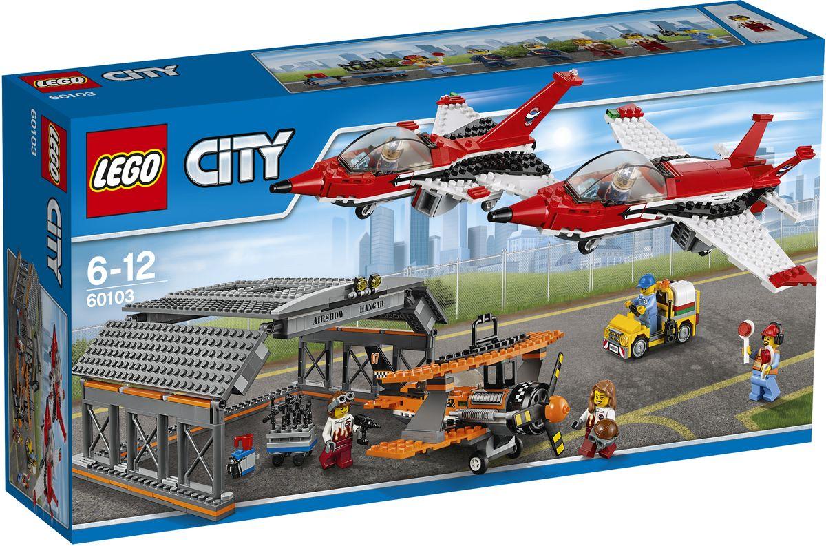 LEGO City Конструктор Авиашоу 6010360103Не забудьте захватить бинокль на шоу! До взлета рассмотрите классные реактивные самолеты и замечательный старомодный самолет, а потом полюбуйтесь трюками, которые они выполняют в воздухе. Смотрите с трибун, как самолеты заходят на посадку и движутся обратно в ангар. После шоу помогите механику поддерживать самолеты в форме для следующего полета! Набор включает в себя 670 разноцветных пластиковых элементов. Конструктор станет замечательным сюрпризом вашему ребенку, который будет способствовать развитию мелкой моторики рук, внимательности, усидчивости и мышления. Играя с конструктором, ребенок научится собирать детали по образцу, проводить время с пользой и удовольствием.