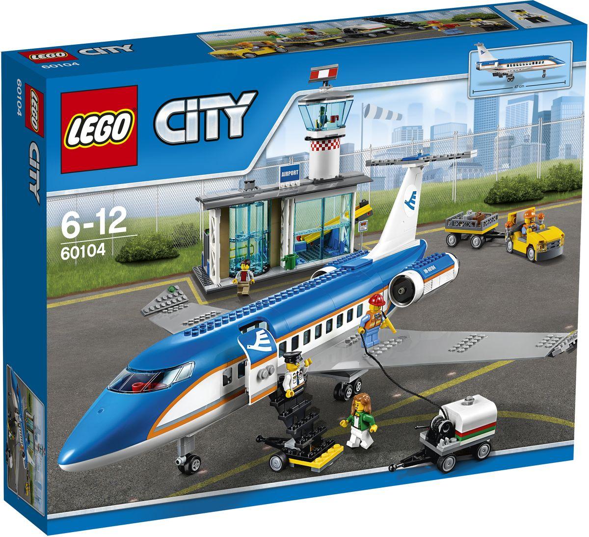 LEGO City Конструктор Пассажирский терминал аэропорта 6010460104Собирайте вещи - отпуск начинается! Отправляйтесь в аэропорт и зарегистрируйтесь в терминале вылета. Положите свой багаж на ленту транспортера и смотрите, как его загружают в пассажирский самолет. Пройдите проверку безопасности и через вращающиеся двери выходите на посадочную площадку. Поднимитесь по трапу и пристегните ремни - вас ждут приключения! Набор включает в себя 694 разноцветных пластиковых элемента. Конструктор - это один из самых увлекательных и веселых способов времяпрепровождения. Ребенок сможет часами играть с конструктором, придумывая различные ситуации и истории.