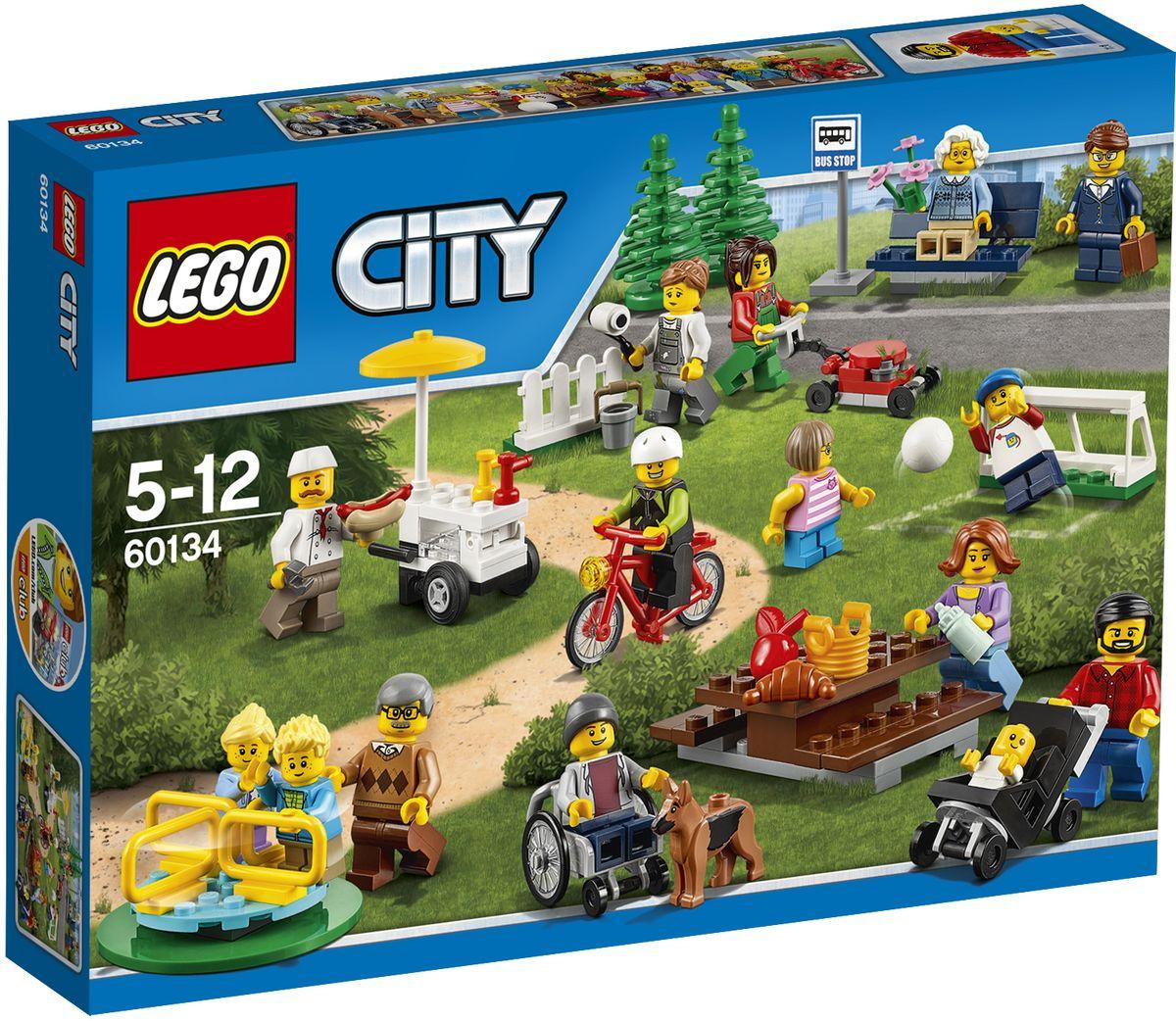 LEGO City Конструктор Праздник в парке 6013460134Познакомьтесь с множеством новых людей, проведя прекрасный день в парке! Помогите отцу присмотреть за малышом, пока дети играют на детской площадке с бабушкой и дедушкой. Купите у продавца с тележкой хот-дог и съешьте его, сидя на скамейке в парке, прежде чем вернуться к рисованию. Но следите, чтобы собака на стащила еду, пока вы отвернетесь. Это идеальный набор, чтобы сделать город веселее! Набор включает в себя 157 разноцветных элементов. Конструктор - это один из самых увлекательных и веселых способов времяпрепровождения. Ребенок сможет часами играть с конструктором, придумывая различные ситуации и истории.