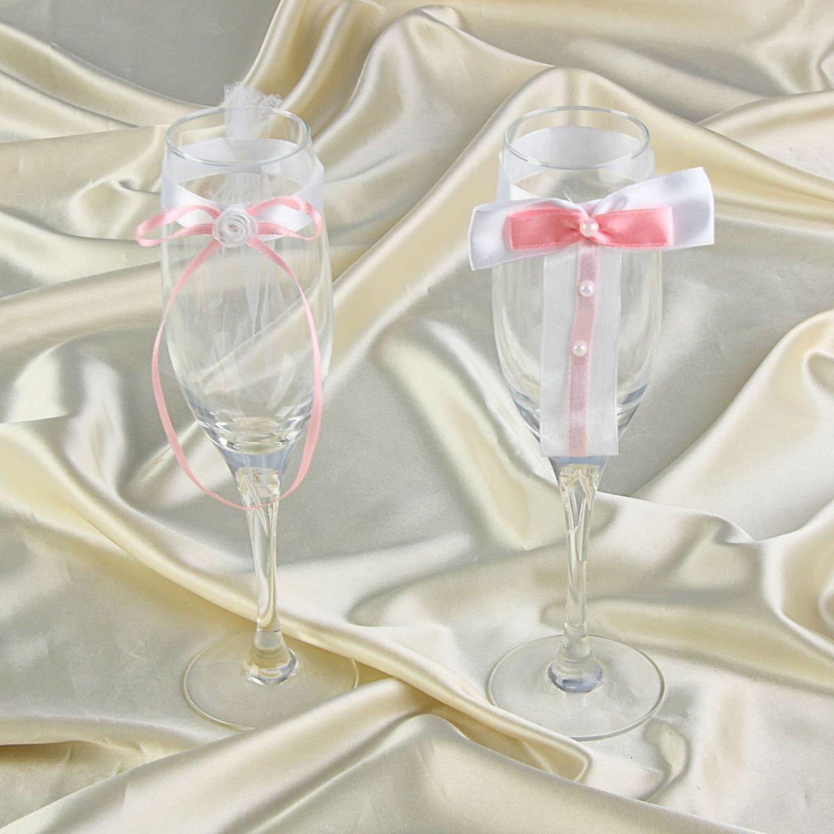 Sima-land Комплект декора на бокалы, бантики и цветок100890Декор на бокалы, - то, без чего не проходит ни одна церемония бракосочетания. Изысканный и утонченный аксессуар будет выигрышно смотреться в зале регистрации и за банкетным столом. Этот символ можно сохранить и на последующие годовщины свадьбы, украсив им бокал шампанского и вспоминая счастливый день.