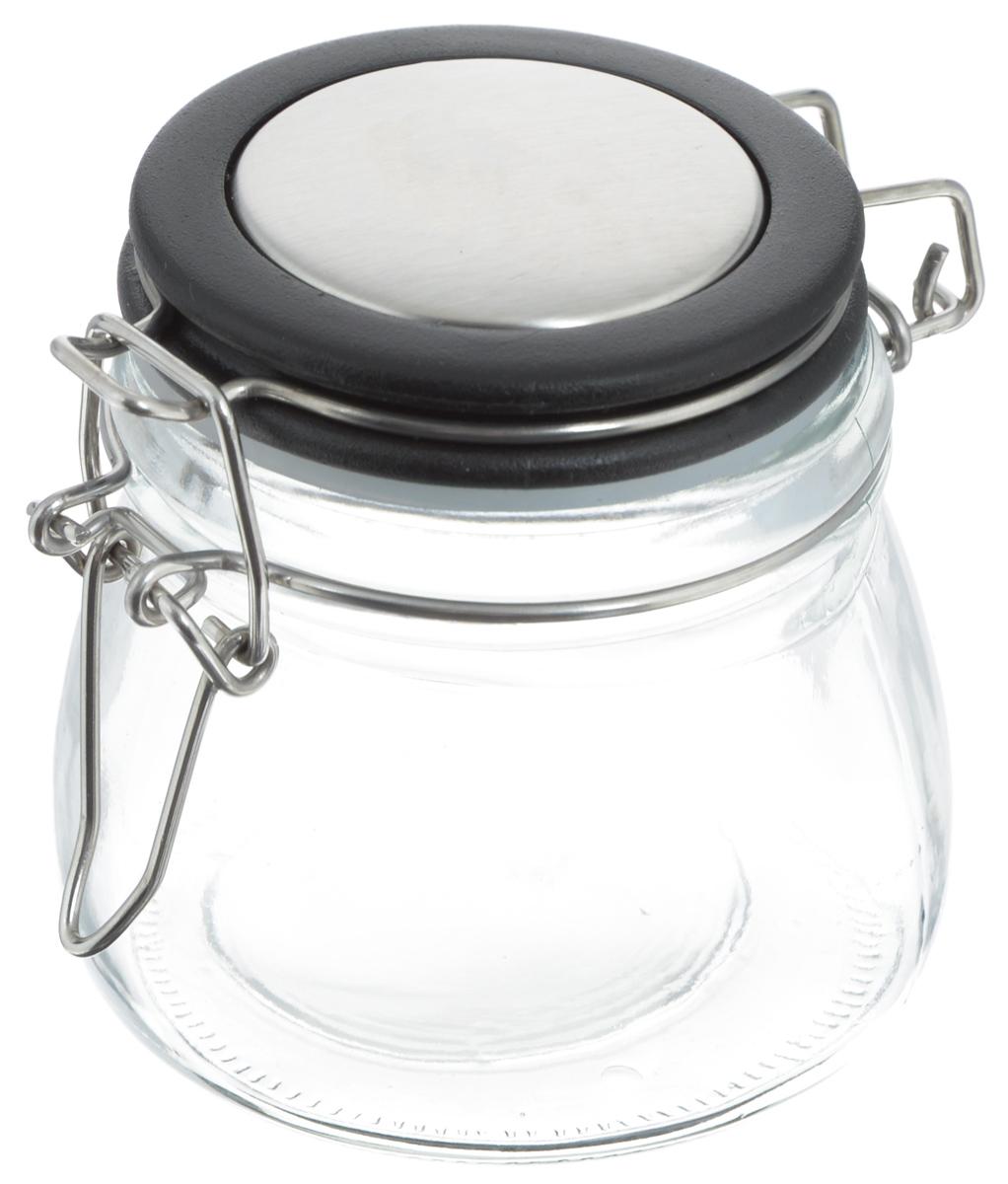 Банка для хранения Zeller, цвет: прозрачный, черный, 288 мл19958_черныйБанка Zeller выполнена из прозрачного стекла и оснащена пластиковой крышкой. Металлическая клипса герметично закрывает крышку, что позволяет продуктам дольше оставаться свежими и ароматными. Изделие прекрасно подходит для хранения разнообразных специй. Такая баночка станет достойным дополнением к вашему кухонному инвентарю. Диаметр по верхнему краю: 6 см. Высота банки (с учетом крышки): 7,5 см.