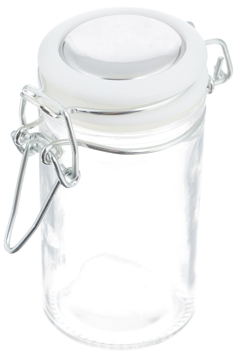 Банка для хранения Zeller, цвет: прозрачный, белый, 360 мл19960Банка Zeller выполнена из прозрачного стекла и оснащена пластиковой крышкой. Металлическая клипса герметично закрывает крышку, что позволяет продуктам дольше оставаться свежими и ароматными. Изделие прекрасно подходит для хранения разнообразных специй. Такая банка станет достойным дополнением к вашему кухонному инвентарю. Диаметр по верхнему краю: 6 см. Высота банки (с учетом крышки): 12 см.