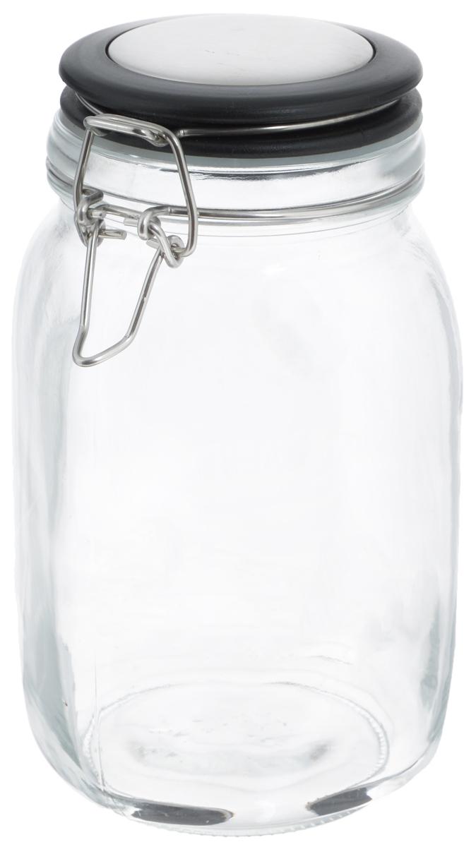 Банка для хранения Zeller, 1,5 л. 1995219952Банка Zeller, изготовленная из прочного стекла, снабжена пластиковой крышкой с силиконовым уплотнителем. Металлическая клипса плотно и герметично закрывается, дольше сохраняя аромат и свежесть содержимого. Изделие подходит для хранения сыпучих продуктов: круп, чая, специй, орехов, сахара и многого другого. Функциональная и вместительная, такая банка станет незаменимым аксессуаром на любой кухне. Диаметр банки (по верхнему краю): 9,5 см. Высота банки (с учетом крышки): 20 см.
