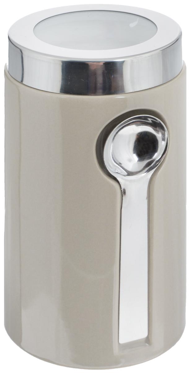 Банка для сыпучих продуктов Zeller, с ложкой, цвет: серо-бежевый, 900 мл19800_бежевыйБанка Zeller изготовлена из высококачественной керамики. Емкость снабжена крышкой из пластика и металла, которая плотно закрывается, дольше сохраняя аромат и свежесть содержимого. Изделие оснащено металлической ложкой, которая крепится к банке с помощью магнитов. Банка подходит для хранения сыпучих продуктов: круп, специй, сахара, соли. Она станет полезным приобретением и пригодится на любой кухне. Диаметр по верхнему краю: 9 см. Высота (с учетом крышки): 19 см. Длина ложки: 14 см.