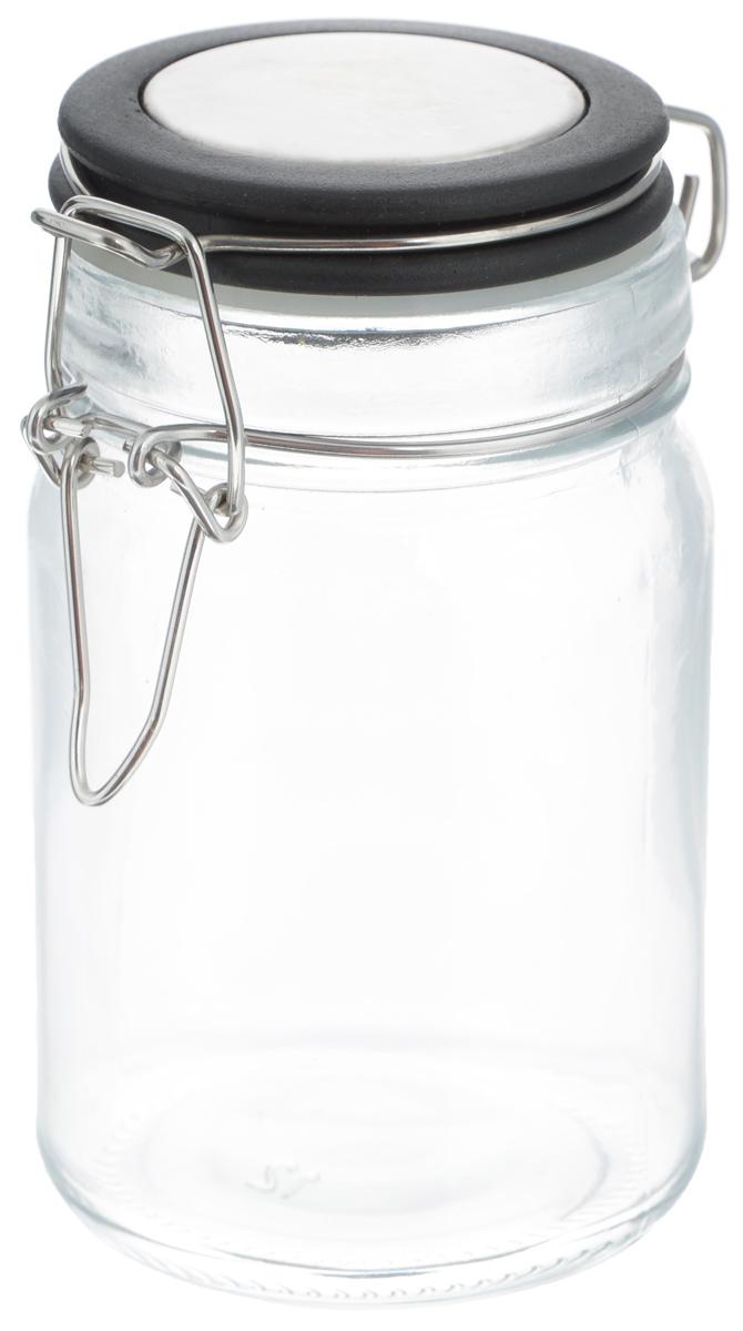 Банка для хранения Zeller, цвет: прозрачный, черный, 75 мл19959_черныйБанка Zeller выполнена из прозрачного стекла и оснащена пластиковой крышкой. Металлическая клипса герметично закрывает крышку, что позволяет продуктам дольше оставаться свежими и ароматными. Изделие прекрасно подходит для хранения разнообразных специй. Такая баночка станет достойным дополнением к вашему кухонному инвентарю. Диаметр по верхнему краю: 4,5 см. Высота банки (с учетом крышки): 8,6 см.