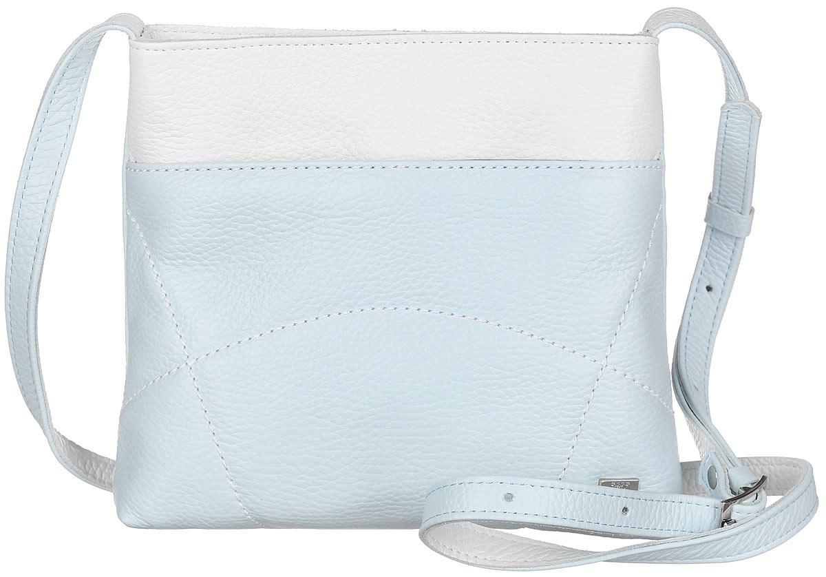 Сумка женская Esse Викки, цвет: светло-голубой, белый. GVCK2U-00ML09-FF609O-K100GVCK2U-00ML09-FF609O-K100Небольшая женская сумка Esse Викки изготовлена из натуральной кожи зернистой фактуры с добавлением полиамида и полиуретана, оформлена декоративной отстрочкой и металлической пластиной логотипа бренда. Модель создана для женщин, ценящих оригинальный дизайн в сочетании с функциональностью и комфортом. Сумка состоит из одного отделения и закрывается на застежку-молнию. Отделение содержит накладной карман для телефона и мелочей, а также врезной карман на молнии. Лицевая сторона дополнена прорезным открытым карманом. На задней стенке врезной карман на молнии. Сумка оснащена несъемным плечевым ремнем, регулируемой длины. Прилагается текстильный фирменный чехол для хранения. Оригинальный аксессуар позволит вам завершить образ и быть неотразимой.