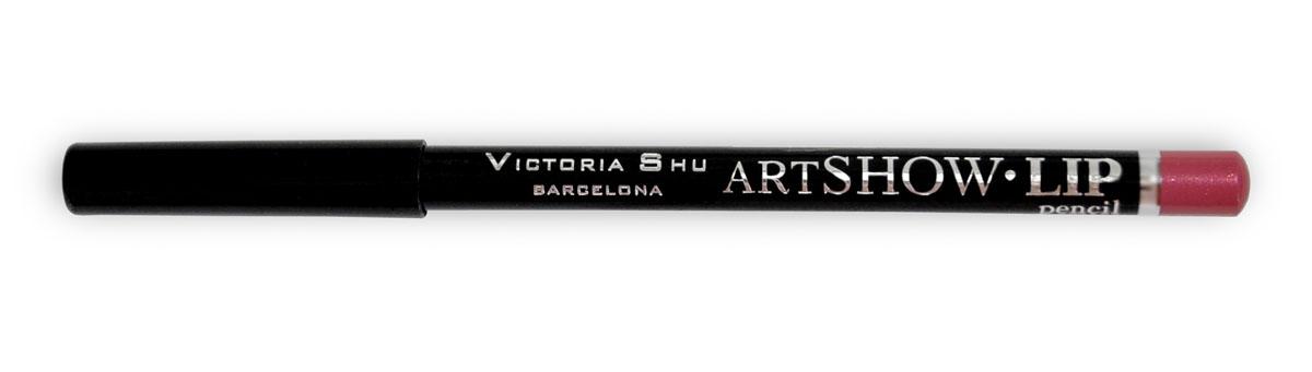 Victoria Shu Карандаш для губ Artshow №104957V15547Мягкая формула карандаша бережно очерчивает контур губ, придавая им идеальную форму и делая дальнейший макияж более стойким и ярким в течении дня. Невероятная сатиновая текстура в комбинации с натуральными восками способствуют комфортному нанесению текстуры на губы и обеспечивают контуру дополнительный уход и питание. Карандаш можно использовать, как контур для губ, а также наносить его и растушевывать по всей поверхности губ вместо губной помады.
