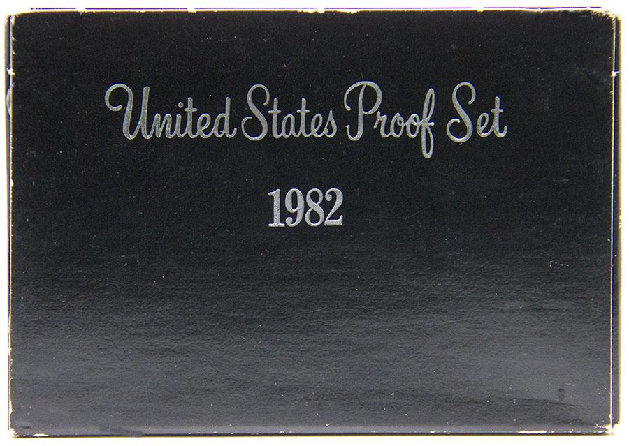 Годовой набор обиходных монет с жетоном, в футляре. Монетный двор S, Proof. США, 1982 год791504Диаметр жетона: 26 мм. Размер футляра: 90 х 125 мм. Материал монет: медь/никель; цинк/медь. Сохранность: UNC