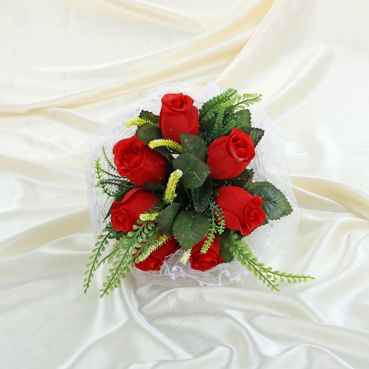 Sima-land Букет-дублер с розами с органзой, цвет: красный. 11203241120324Современные невесты используют букеты из искусственных материалов, потому что они легче, дешевле и не рассыпаются в полете. Ведь для многих незамужних подружек поймать букет на свадьбе — шанс осуществления заветной мечты. Кроме свадебной тематики изделие используют для фотосессий, так как оно не утрачивает праздничный вид даже в непогоду, и как элемент украшения интерьера. Многие рестораны и отели на выставках и праздниках предпочитают использовать украшения из неувядающих цветов. Оригинальный букет будет в центре внимания на торжественном событии и оставит самые яркие впечатления.