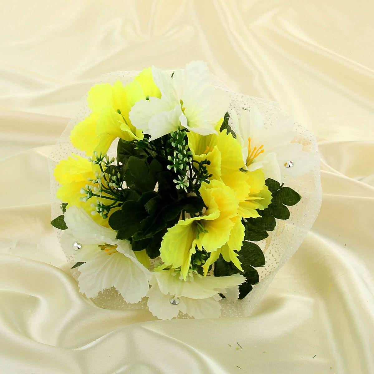 Sima-land Букет-дублер с колокольчиками, цвет: бело-желтый. 11350841135084Современные невесты используют букеты из искусственных материалов, потому что они легче, дешевле и не рассыпаются в полете. Ведь для многих незамужних подружек поймать букет на свадьбе — шанс осуществления заветной мечты. Кроме свадебной тематики изделие используют для фотосессий, так как оно не утрачивает праздничный вид даже в непогоду, и как элемент украшения интерьера. Многие рестораны и отели на выставках и праздниках предпочитают использовать украшения из неувядающих цветов. Оригинальный букет будет в центре внимания на торжественном событии и оставит самые яркие впечатления.