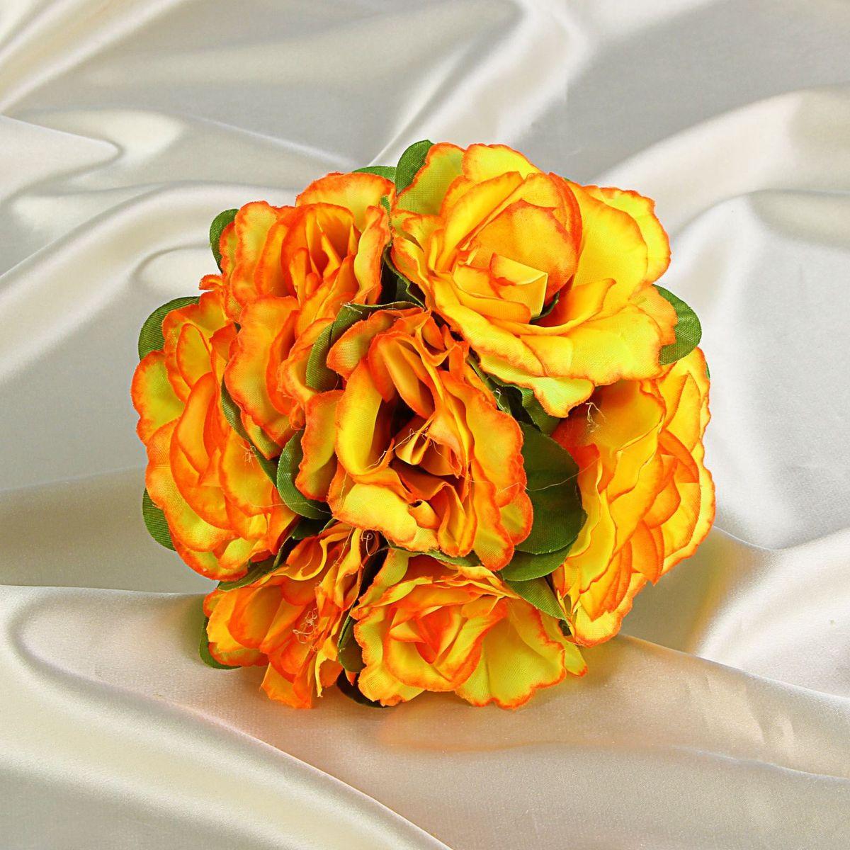 Sima-land Букет-дублер невесты, цвет: оранжевый, белый. 12287901228790Современные невесты используют букеты из искусственных материалов, потому что они легче, дешевле и не рассыпаются в полете. Ведь для многих незамужних подружек поймать букет на свадьбе — шанс осуществления заветной мечты. Кроме свадебной тематики изделие используют для фотосессий, так как оно не утрачивает праздничный вид даже в непогоду, и как элемент украшения интерьера. Многие рестораны и отели на выставках и праздниках предпочитают использовать украшения из неувядающих цветов. Оригинальный букет будет в центре внимания на торжественном событии и оставит самые яркие впечатления.