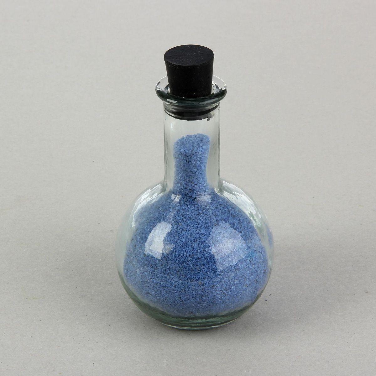 Ваза декоративная для песочной церемонии Sima-land, голубое наполнение. 12550061255006Песочная церемония — красивый и небанальный свадебный ритуал, который становится всё популярней у молодожёнов. Такая церемония может стать настоящим украшением вашей свадьбы. Её суть заключается в том, что молодожёны засыпают песок двух цветов в красивый сосуд — это символизирует соединение двух жизней в единое целое. Вам понадобится песок двух цветов: один цвет предназначен для жениха, второй — для невесты. Также подберите подходящие по форме сосуды (узкие и вытянутые), из которых вы будете засыпать песок в большой, общий сосуд вашей любви. Если жених и невеста будут засыпать песок по очереди, с небольшими интервалами, то он сформирует красивый узор, где полоса песка мужского цвета будет чередоваться с полосой женского цвета. Можно засыпать песок одновременно — в этом случае узор получится специфичным, непредсказуемым, характеризуя ваши уникальные чувства. В заключение, когда большой сосуд окажется заполненным, ведущий торжества должен объявить:...