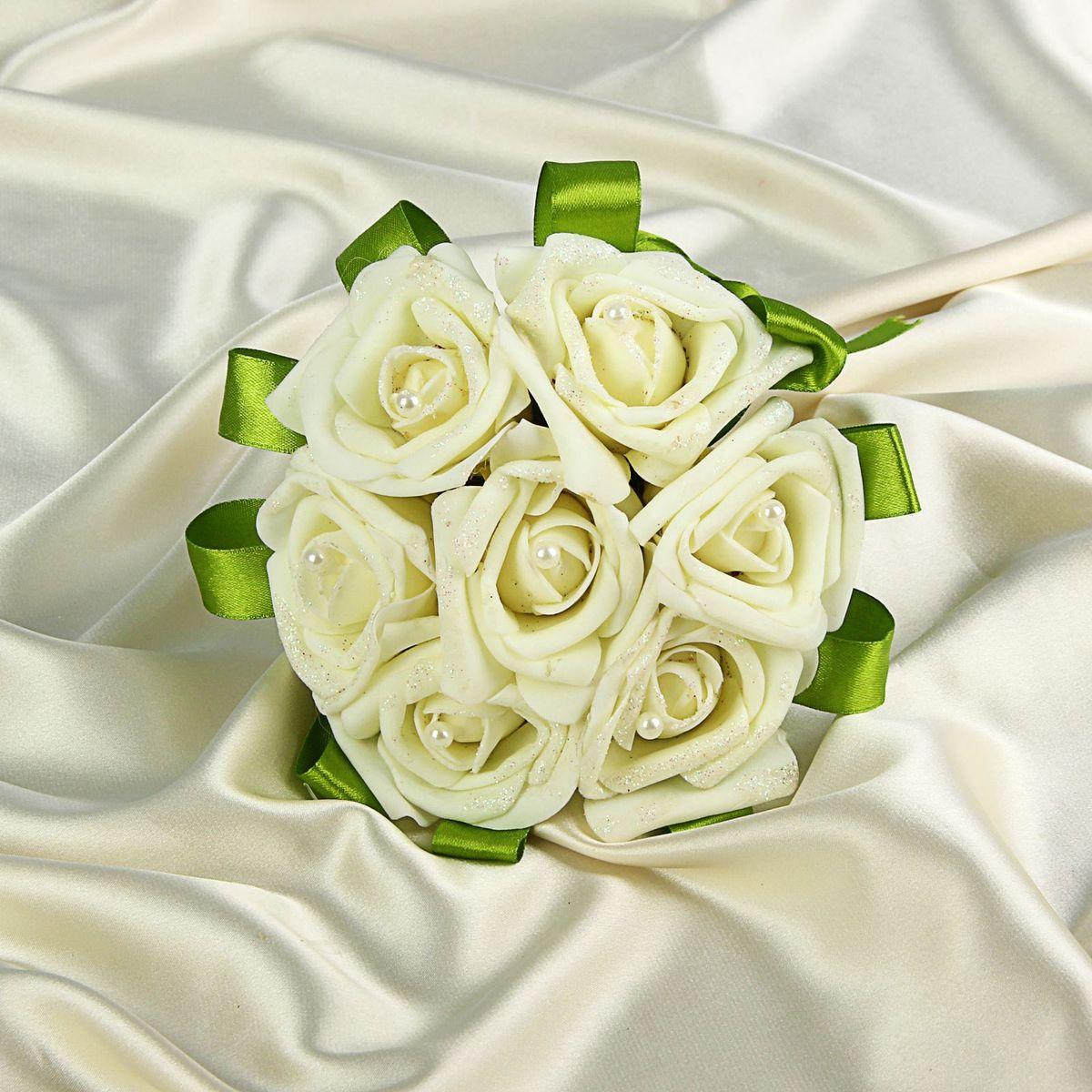 Букет-дублер Sima-land, цвет: белый. 12708211270821Добавьте в интерьер частичку весны! Дублер букета невесты 7 роз айвори будет радовать неувядающей красотой не один год. Просто поставьте его в вазу или создайте пышную композицию. Искусственные растения не требуют поливки, особого освещения и другого специального ухода. Они украсят любое помещение (например, ванную с повышенной влажностью или затемнённый коридор). Дом становится уютным благодаря мелочам. Преобразите интерьер, а вместе с ним улучшится и настроение!