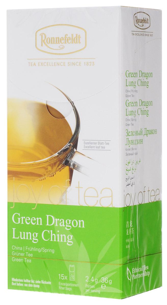 Ronnefeldt Joy of Tea Зеленый дракон зеленый чай в пакетиках, 15 шт23040Чайная почка и два листочка бережно высушиваются и скручиваются вручную, так что чайные листья раскрываются лишь при заваривании. Оптимальная порция высококачественного листового чая в саше из экологичного, натурального материала. В этом саше чайные листья, произведенные традиционным методом, полностью раскрываются и передают напитку свой полный вкус.