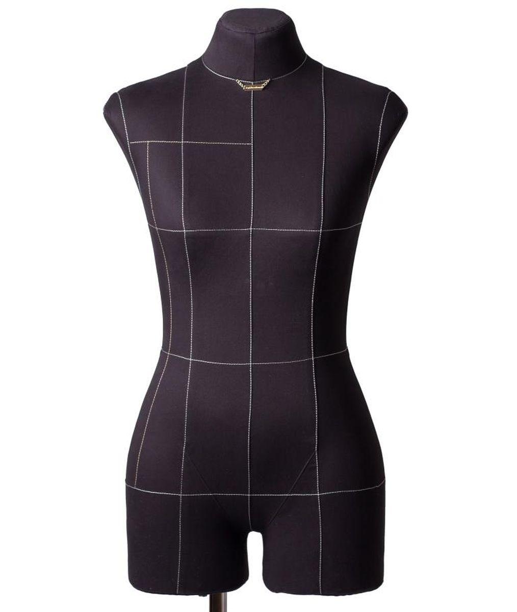 Манекен портновский Royal Dress forms Monica, с подставкой, женский, цвет: черный. Размер 444607824123449Портновский женский манекен премиум- класса, с удобной подставкой и детальными формами человеческого тела. Его основные преимущества: манекен имеет конструкторские линии, которые незаменимы при конструировании одежды; манекен не боится высоких температур, поэтому на нем можно отпаривать одежду, не боясь за деформацию основы; можно накалывать изделия булавками; можно сжимать, чтобы надеть нерастяжимые изделия; не боится падений и сколов. Дополнительно возможно присоединять к манекену руки. Они приобретаются отдельно. Основа манекена выполнена из эластичного полимерного материала. Обтяжка 100 % хлопок, съемная, предлагается в двух вариантах: бежевый и черный. Подставка «Милан» идет в комплекте с манекеном! Подставка с четырьмя ножками на калесах со стопорными фиксаторами. Размерный ряд (2-ая полнотная группа). Размер 44: Объем груди- 88 см, Объем талии- 71 см, Объем бедер-96 см