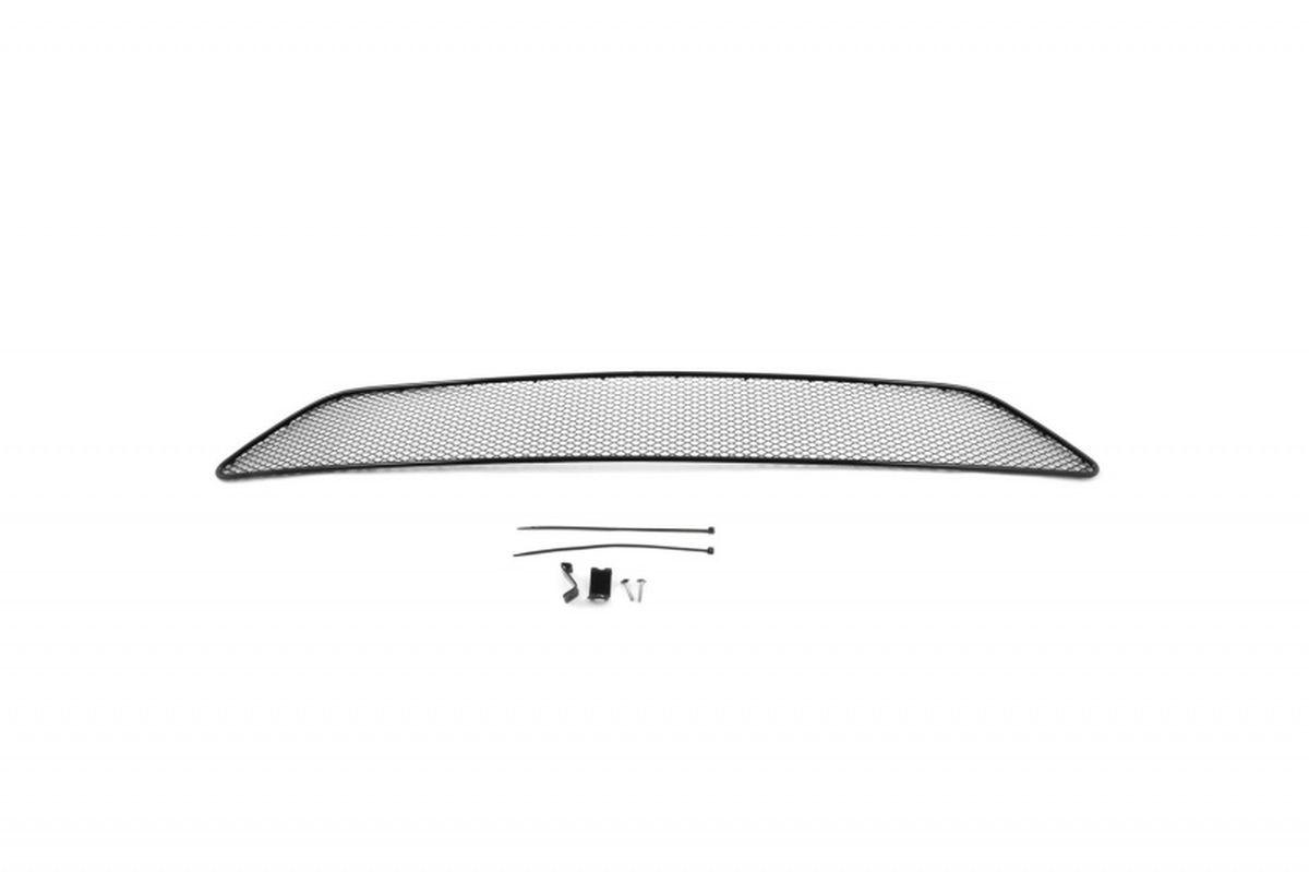 Сетка для защиты радиатора Novline-Autofamily, внешняя, для Volvo XC90 (2015-)01-540215-151Сетка для защиты радиатора Novline-Autofamily изготовлена из антикоррозионного материала, что гарантирует отсутствие ржавчины в процессе эксплуатации. Изделие устанавливается на штатную решетку переднего бампера автомобиля, защищая таким образом радиатор от попадания камней, крупных насекомых, мелких птиц. Простая установка делает это изделие необыкновенно удобным. В отличие от универсальных сеток, для установки которых требуется снятие бампера, то есть наличие специализированных навыков и дополнительного оборудования (подъемник и так далее), для установки этой сетки понадобится 20 минут времени и отвертка. Данный продукт разработан индивидуально под каждый бампер автомобиля. Внешняя защитная сетка радиатора полностью повторяет геометрию решетки бампера и гармонично вписывается в общий стиль автомобиля.