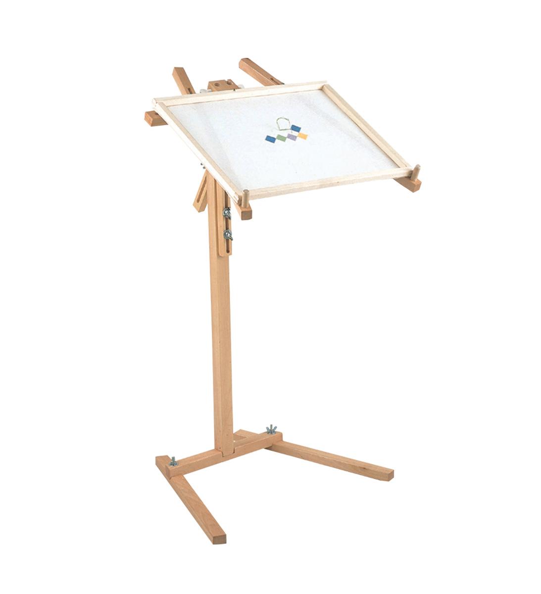 Стенд наполный Daylight универсальныйD53035Универсальный напольный стенд - рабочее место вышивальщицы. Идеально подходит для пялец и рамок ЛЮБЫХ размеров. Материал: дерево