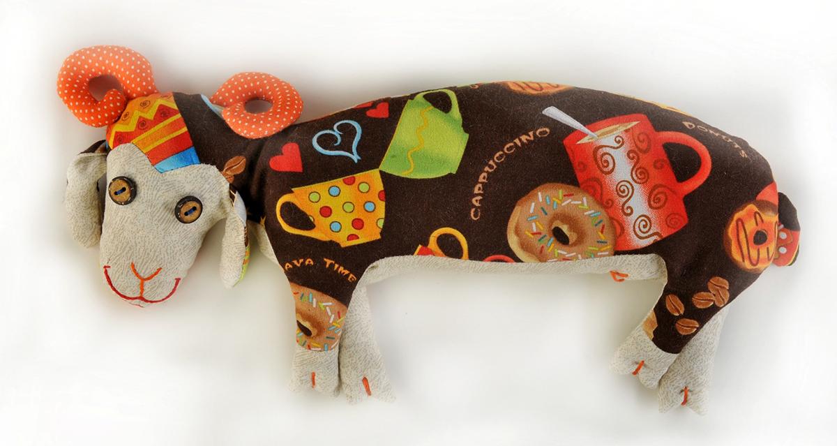 Набор для создания игрушки Перловка Кофейный барашекКП205100% натуральный плотный хлопок пр-во США, нитки для вышивания и декорирования, пуговицы (в зависимости от комплектации персонажа), листы с выкройками персонажа, подробная инструкция по изготовлению куклы. Дополнительно вам понадобиться 300-500 гр перловой крупы и 25-30 гр кофейных зерен.
