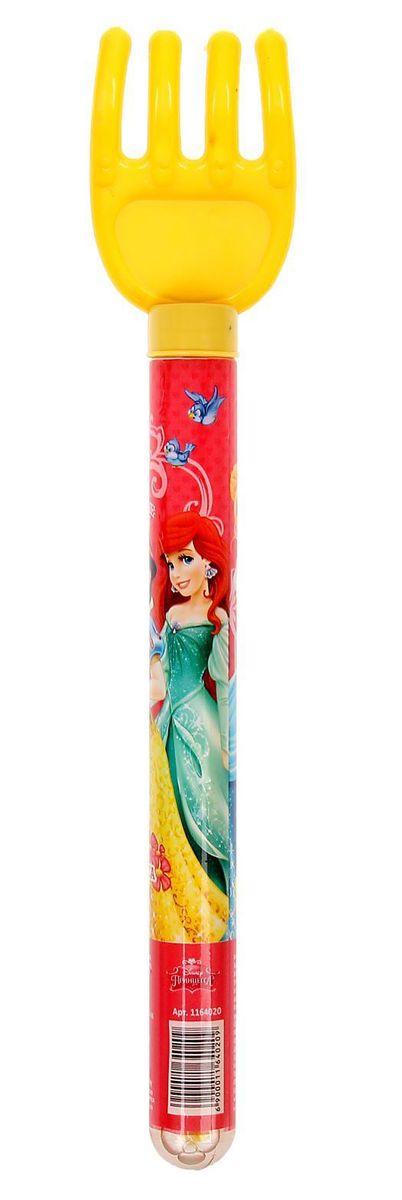 Disney Мыльные пузыри Наша принцесса Принцессы 65 мл1164020Все любят мыльные пузыри, ведь эти волшебные невесомые сферы парят в воздухе, разлетаются задорными стайками, переливаясь всеми цветами радуги, а потом лопаются и превращаются в весёлые брызги. Они всегда занимают почётное место на детских мероприятиях, да и сами способны создать маленький праздник, особенно, когда флакончик украшен персонажами любимых мультфильмов.