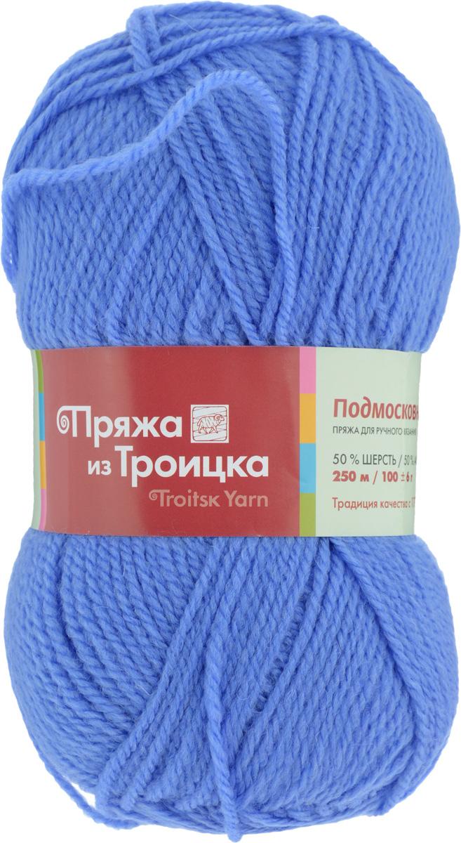 Пряжа для вязания Подмосковная, цвет: голубой (0282), 250 м, 100 г, 10 шт366001_0282Пряжа Подмосковная, изготовленная из 50% шерсти и 50% акрила, предназначена для ручного вязания. Несмотря на синтетические волокна изделие сохранило нежность и воздушность, присущую натуральному материалу. Связанный трикотаж не линяет и сохраняет после стирки не только цвет, но и форму. Готовые изделия имеют деликатную мягкую текстуру, изумительную износостойкость и способность сохранять тепло. Пряжа спрядена ровными нитями со слабым кручением. Без труда скроет мелкие недочеты вязки, поэтому она просто идеальна для новичков, желающих набить руку на вязании. С такой пряжей процесс вязания превратится в настоящее удовольствие, а внешний вид изделий подарит эстетическое наслаждение и комфорт. Состав: 50% шерсть, 50% акрил. Рекомендуемый размер спиц: 3,25 мм.