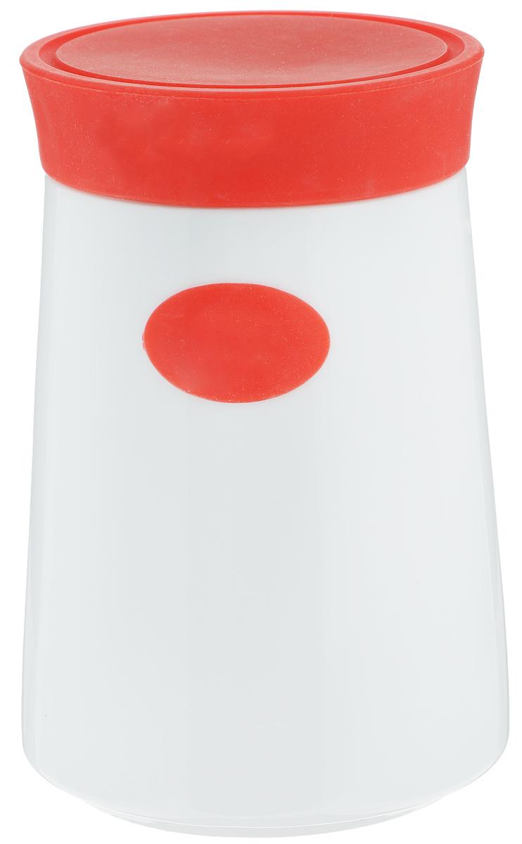 Банка для сыпучих продуктов Gotoff, цвет: белый, красный, 1,3 л7D503_красныйБанка для сыпучих продуктов Gotoff изготовлена из высококачественной керамики белого цвета. Емкость оснащена плотно закрывающейся цветной силиконовой крышкой, которая предохраняет продукты от влаги и сохраняет их свежими. Изделие прекрасно подходит для хранения макарон, круп, специй, сахара, чая, кофе и других продуктов. Такая емкость станет полезным и функциональным предметом на каждой кухне. Диаметр (по верхнему краю): 10 см. Диаметр основания: 12 см. Высота: 17,5 см.