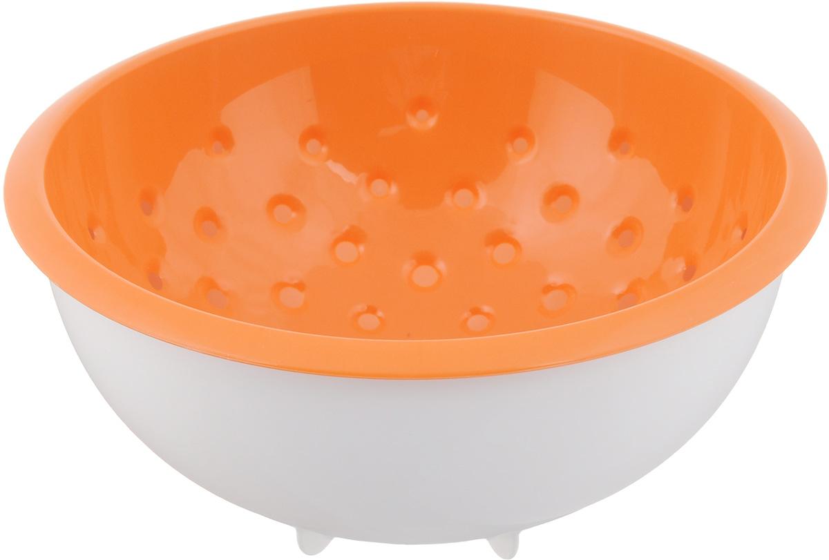 Дуршлаг Tescoma Vitamino, с чашкой, цвет: белый, оранжевый, диаметр 20 см642792_белый, оранжевыйДуршлаг Tescoma Vitamino изготовлен из высокопрочного пищевого пластика. Отлично подходит для ополаскивания овощей и фруктов под проточной водой, оставшаяся вода на продуктах стекает в чашу. Обе емкости могут быть использованы отдельно: чаша для приготовления и сервировки салатов или порций фруктов, дуршлаг - для сцеживания макарон, картофеля и многого другого. Подходит для мытья в посудомоечной машине и для хранения пищи в холодильнике. Диаметр дуршлага: 20 см. Объем чаши: 2 л. Высота стенки: 10 см.