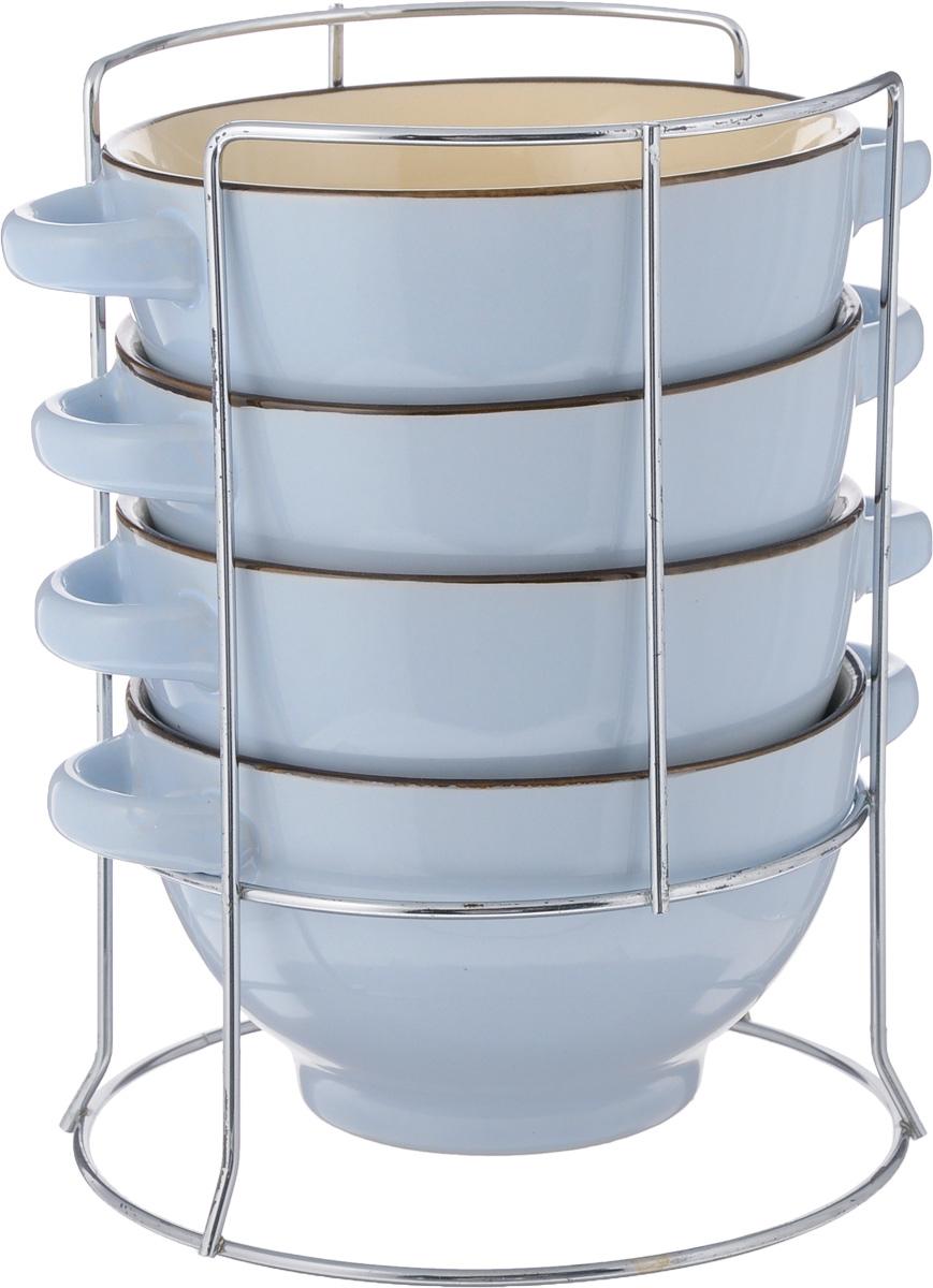 Набор супниц Loraine, 5 предметов. 2257822578Набор Loraine включает в себя 4 супницы, выполненные из высококачественной керамики. Набор прекрасно подходит для подачи супов, бульонов и других блюд. Элегантный дизайн отлично впишется в интерьер любой кухни. Супницы компактно размещаются на подставке из хромированного металла с резными вставками по бокам. Объем супницы: 420 мл. Диаметр супницы (по верхнему краю): 13 см. Диаметр дна супницы: 7,5 см. Высота супницы: 8 см. Размер подставки: 15 х 15 х 22 см.