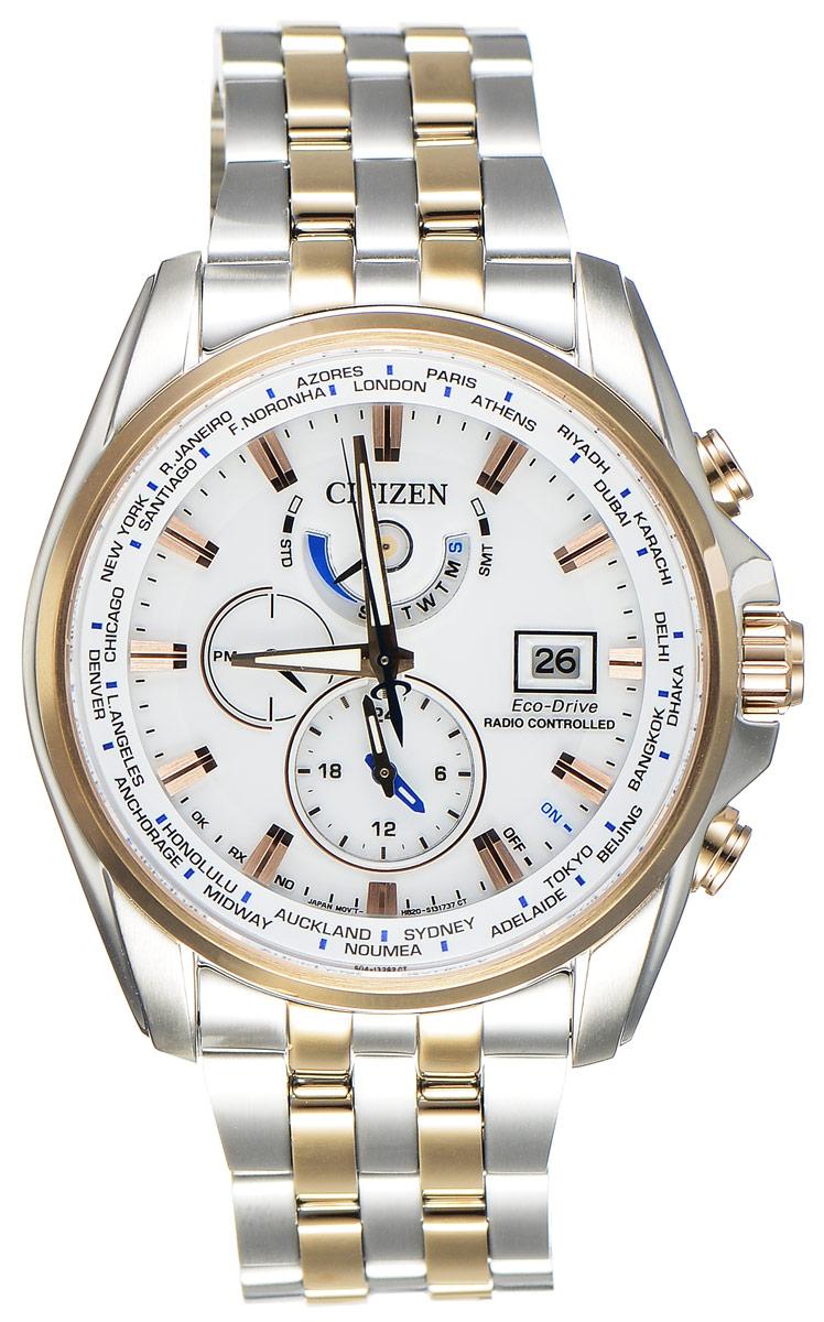 Часы наручные мужские Citizen Eco-Drive, цвет: белый, стальной. AT9034-54AAT9034-54AСтильные многофункциональные мужские часы Citizen Eco-Drive выполнены из нержавеющей стали. Циферблат изделия оформлен символикой бренда. Часы оснащены функцией корректировки времени по радиосигналу, функцией отображения времени в формате 12/24, функцией второго часового пояса и будильником. Данные часы позволят посмотреть значение времени и даты в различных городах мира. Корпус часов обладает степенью влагозащиты 20 bar, а также оснащен антибликовым сапфировым стеклом. Циферблат дополнен индикатором числа, индикатором включения\выключения летнего времени, индикатором калибровки, индикатором города, индикатором дня недели и индикатором уровня заряда аккумулятора. Элегантный браслет, идеально дополняющий корпус изделия, оснащен застежкой-клипсой, которая позволит максимально комфортно снимать и надевать часы. Современная технология Eco-Drive позволяет заряжать аккумулятор изделия с помощью любого естественного или искусственного источника света. Часы поставляются в...
