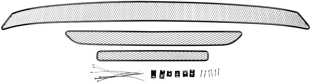Сетка для защиты радиатора Novline-Autofamily, внешняя, для Mitsubishi Outlander (2015-), 3 шт01-380715-151Сетка для защиты радиатора Novline-Autofamily изготовлена из антикоррозионного материала, что гарантирует отсутствие ржавчины в процессе эксплуатации. Изделие устанавливается на штатную решетку переднего бампера автомобиля, защищая таким образом радиатор от попадания камней, крупных насекомых, мелких птиц. Простая установка делает это изделие необыкновенно удобным. В отличие от универсальных сеток, для установки которых требуется снятие бампера, то есть наличие специализированных навыков и дополнительного оборудования (подъемник и так далее), для установки этой сетки понадобится 20 минут времени и отвертка. Данный продукт разработан индивидуально под каждый бампер автомобиля. Внешняя защитная сетка радиатора полностью повторяет геометрию решетки бампера и гармонично вписывается в общий стиль автомобиля.